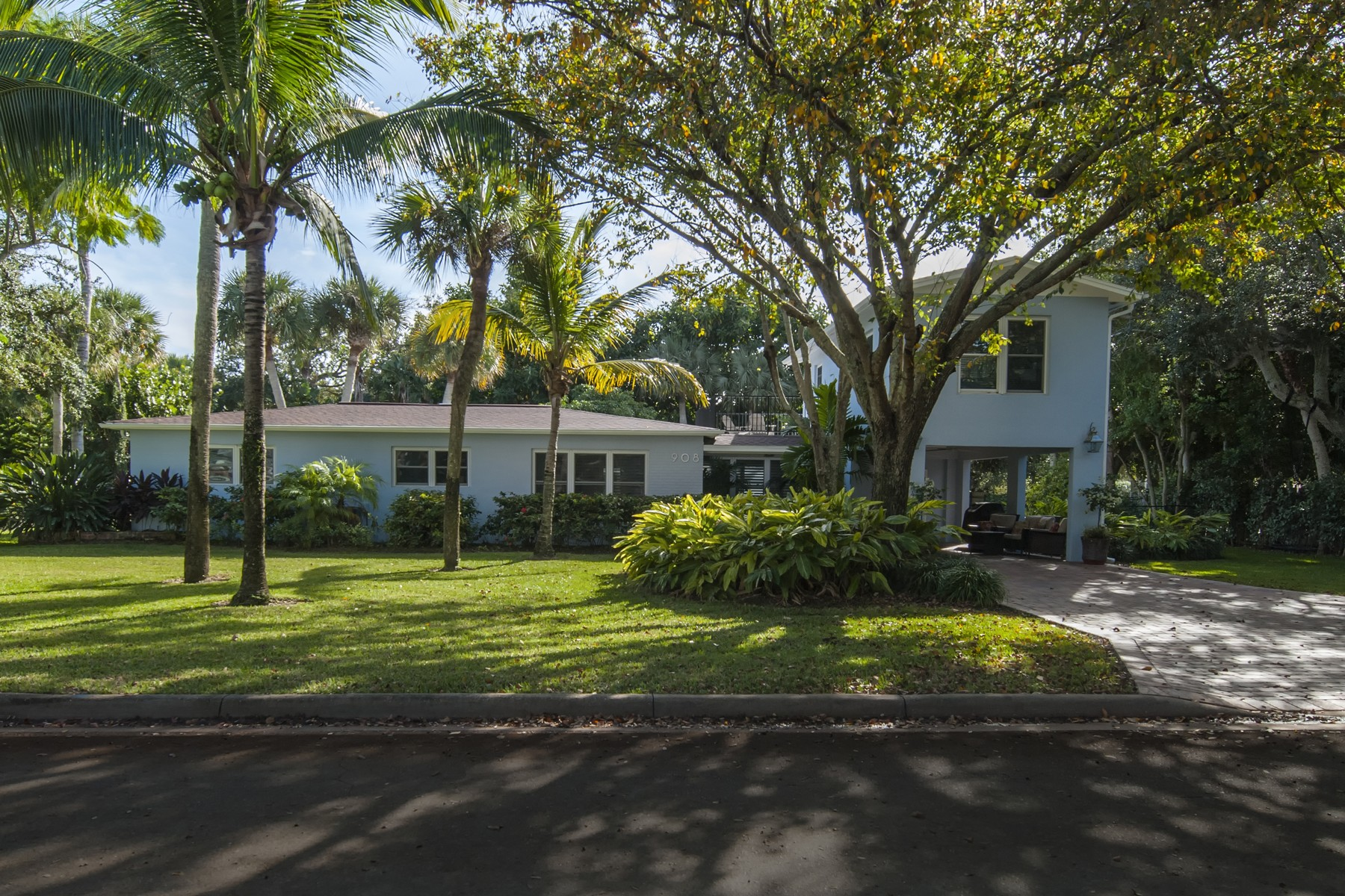 Single Family Home for Sale at Rare Find on the Island! 908 Coquina Lane Vero Beach, Florida 32963 United States