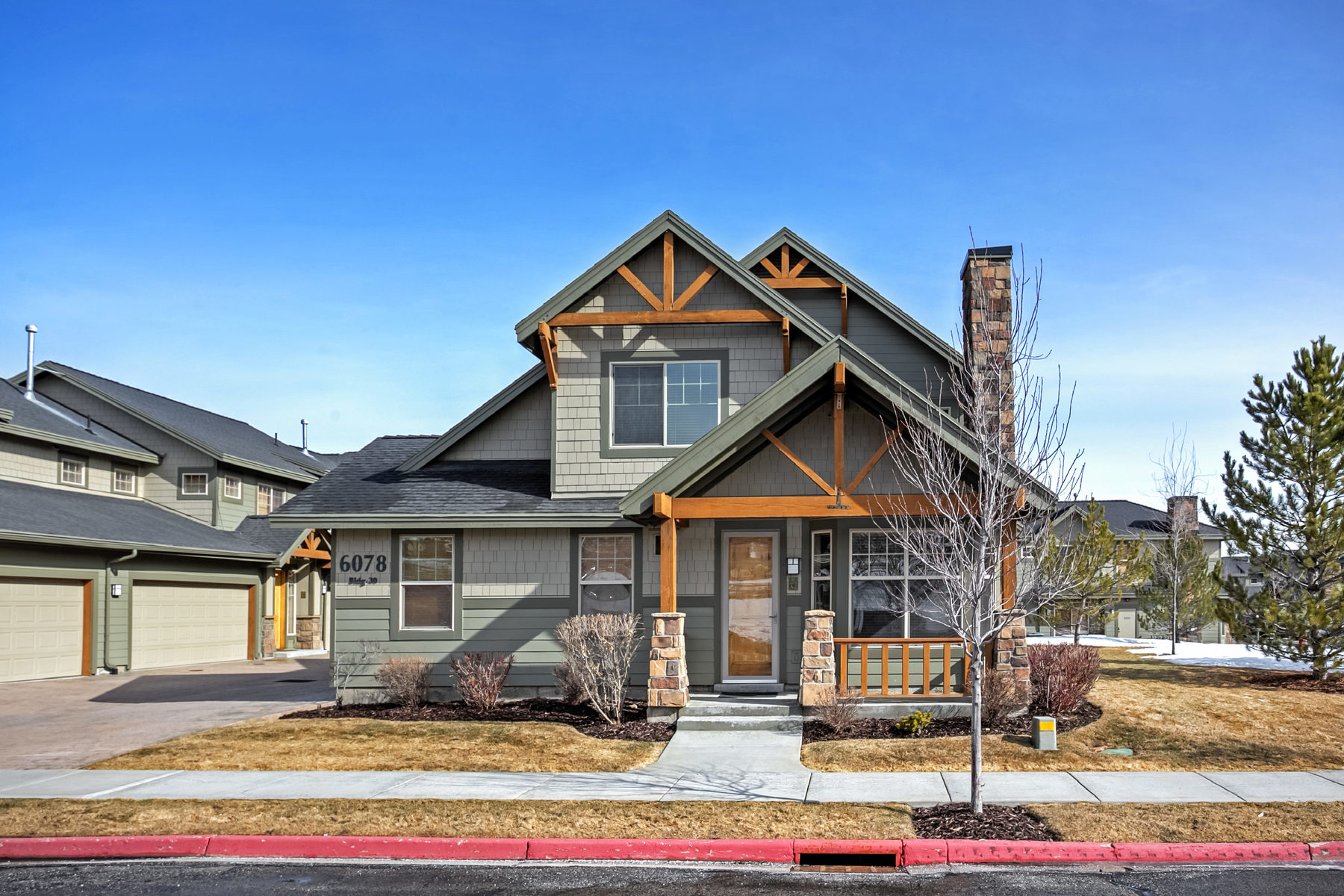 Condominio per Vendita alle ore Lovely South facing 2 bedroom Foxpoint Townhome 6078 N Fox Point Cir #A-2 Park City, Utah, 84098 Stati Uniti