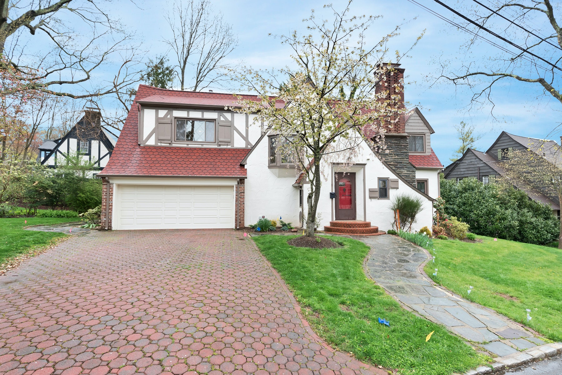 Single Family Homes por un Venta en Exceptional English Tudor 10 Wyndham Road Millburn, Nueva Jersey 07078 Estados Unidos