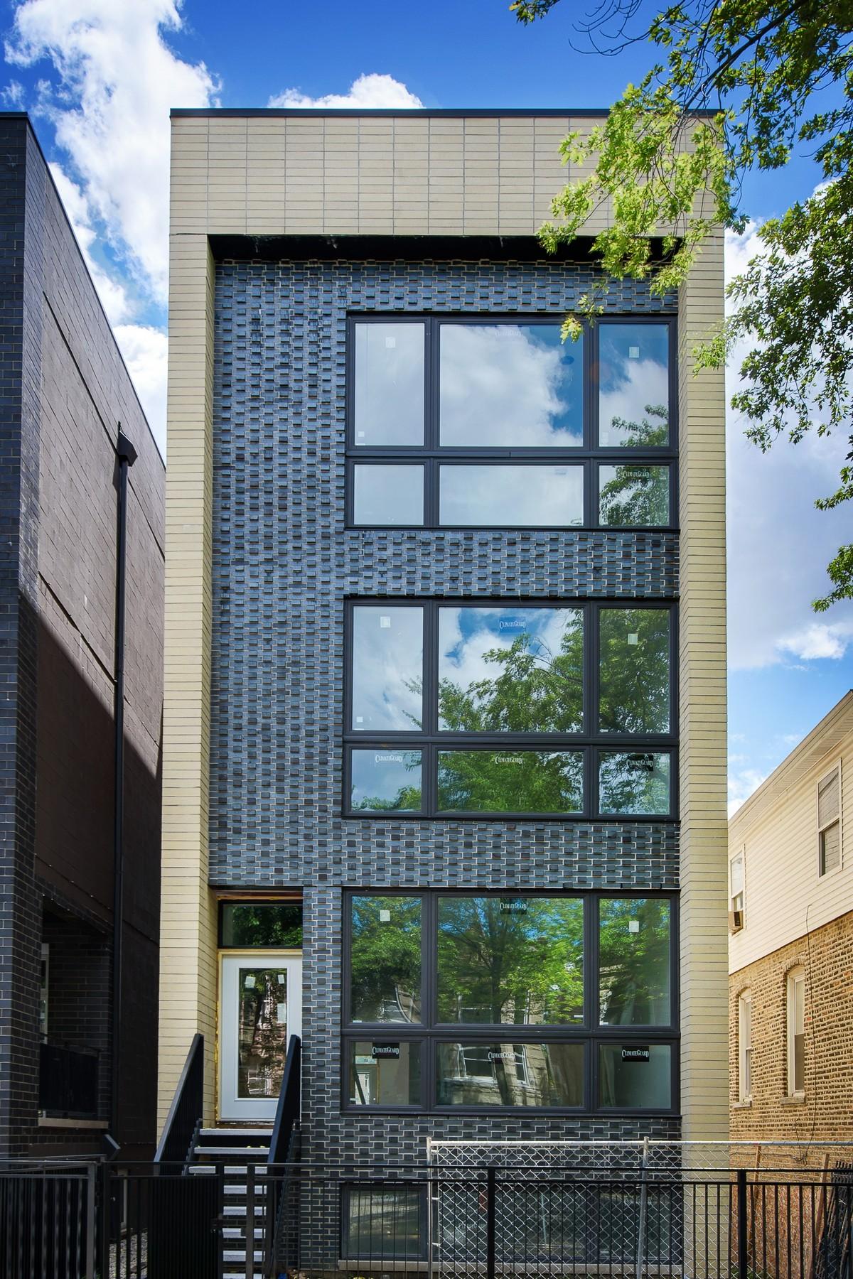 复式单位 为 销售 在 Spacious Duplex in Three Unit New Construction Building 2441 W Haddon Avenue Unit 1 West Town, 芝加哥, 伊利诺斯州, 60622 美国