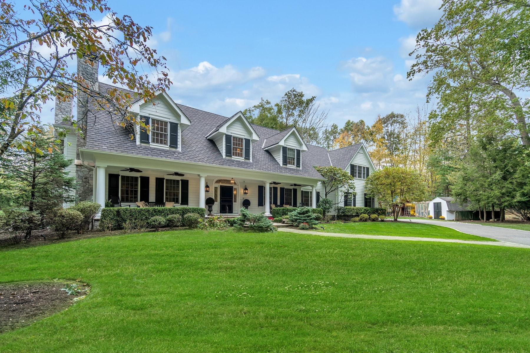 Single Family Homes por un Venta en Sophisticated and Stunning! 3 Conklin Court Allendale, Nueva Jersey 07401 Estados Unidos