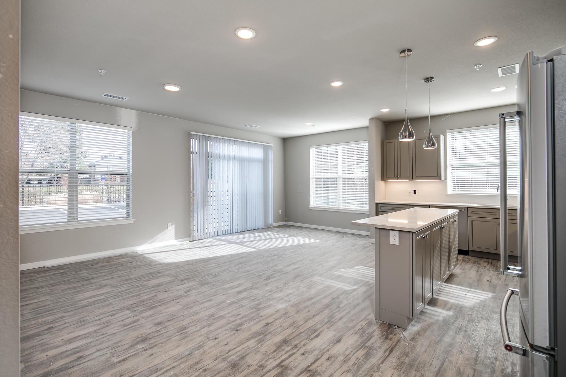 Additional photo for property listing at 155 South Monaco Parkway 155 S Monaco Pkwy #105 Denver, Colorado 80224 United States