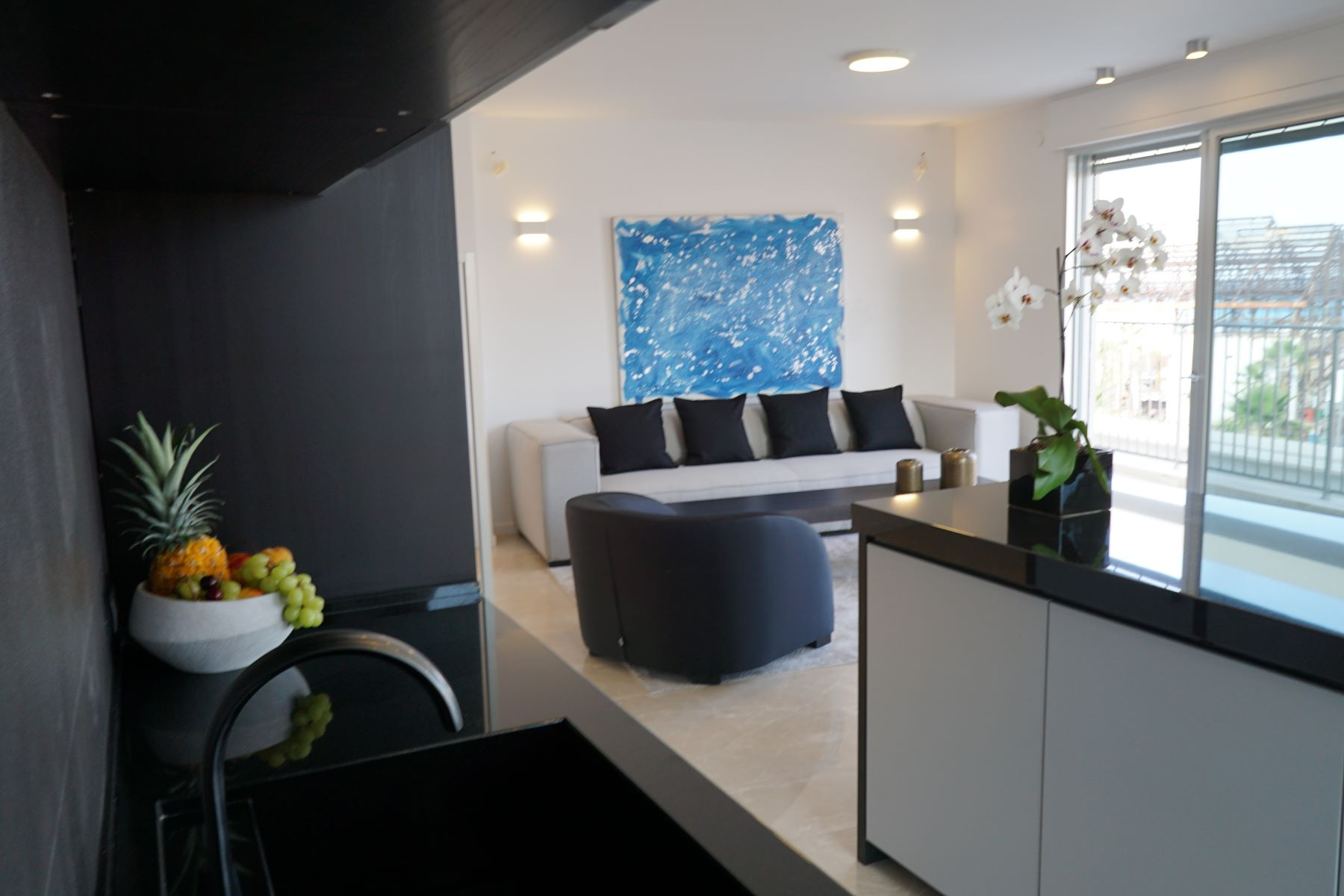 Additional photo for property listing at Sea View Apartment in a Perfect Location Tel Aviv, Israel Israël