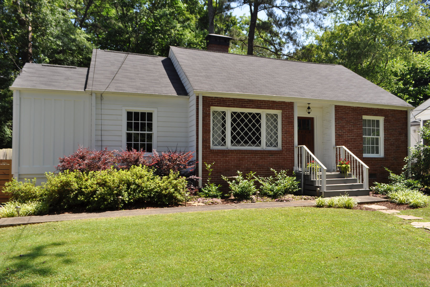 Single Family Home for Rent at Charming Bungalow in Martin Manor! 1002 Lindbergh Drive #3007 Atlanta, Georgia 30324 United States