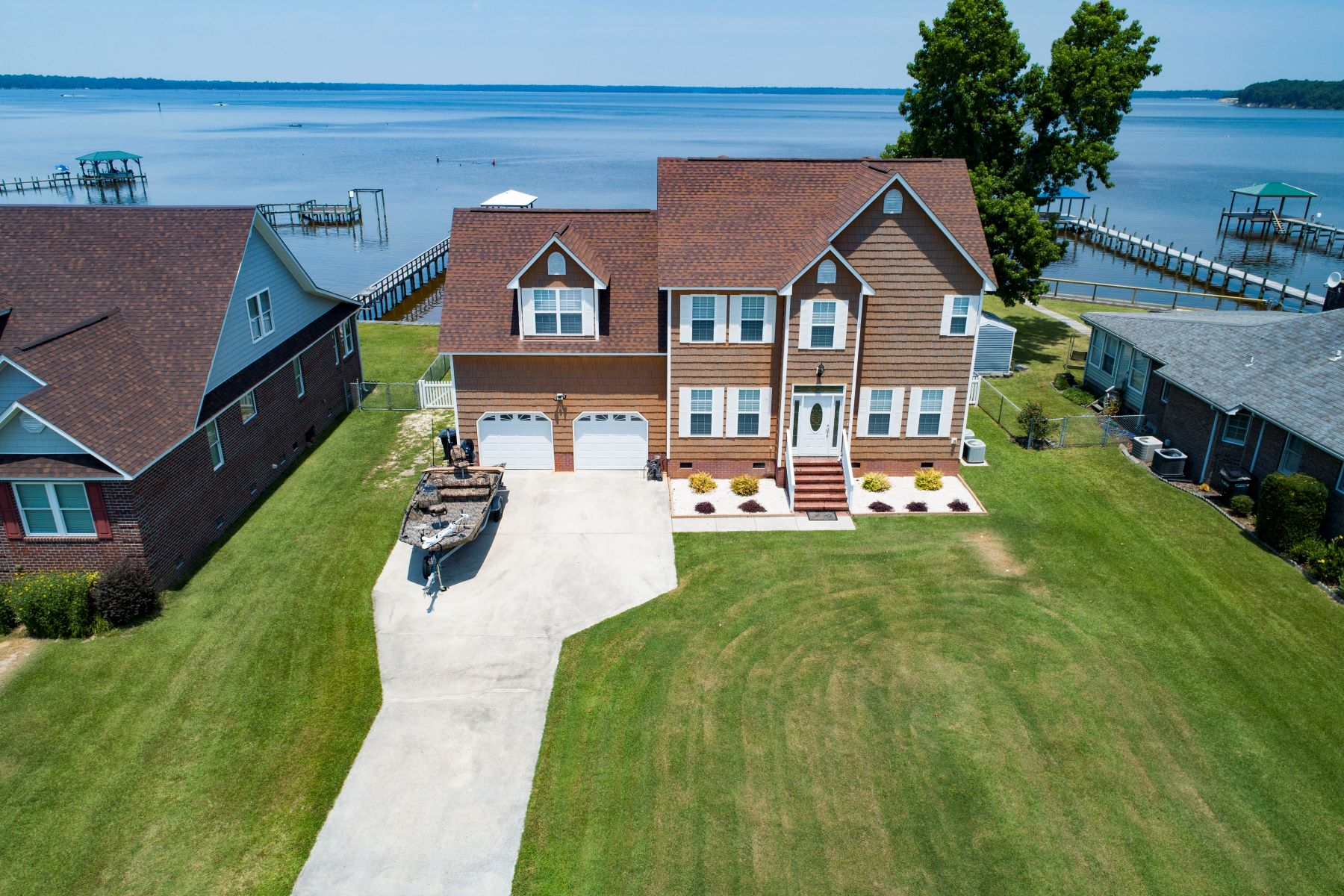 Single Family Homes for Sale at Spectacular Spacious Coastal NC Riverfront Home 607 Willbrook Circle Sneads Ferry, North Carolina 28460 United States