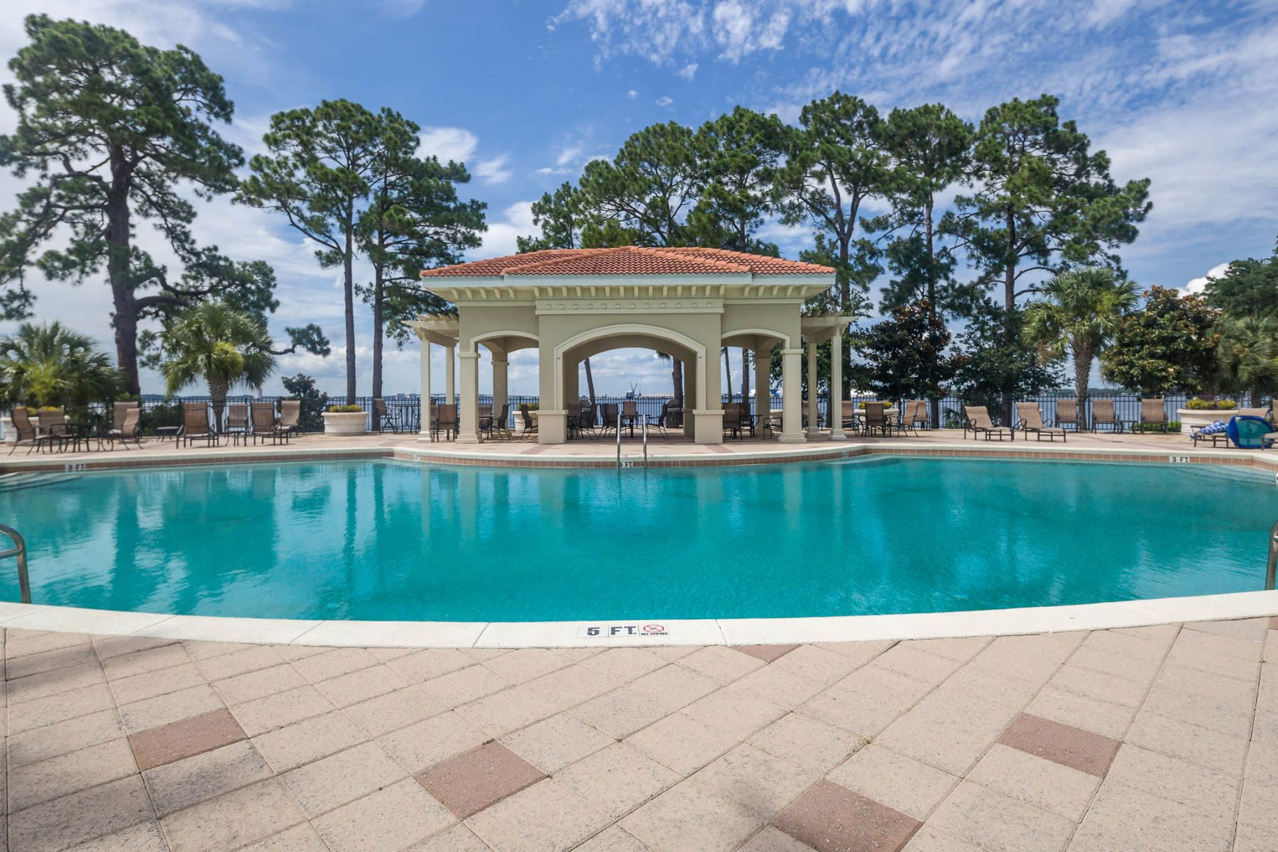 Condominio por un Venta en PREMIER WATERFRONT LIVING IN PRIVATE SETTING 2400 Grandiflora Boulevard E209 Magnolia Bay Club, Panama City Beach, Florida, 32408 Estados Unidos