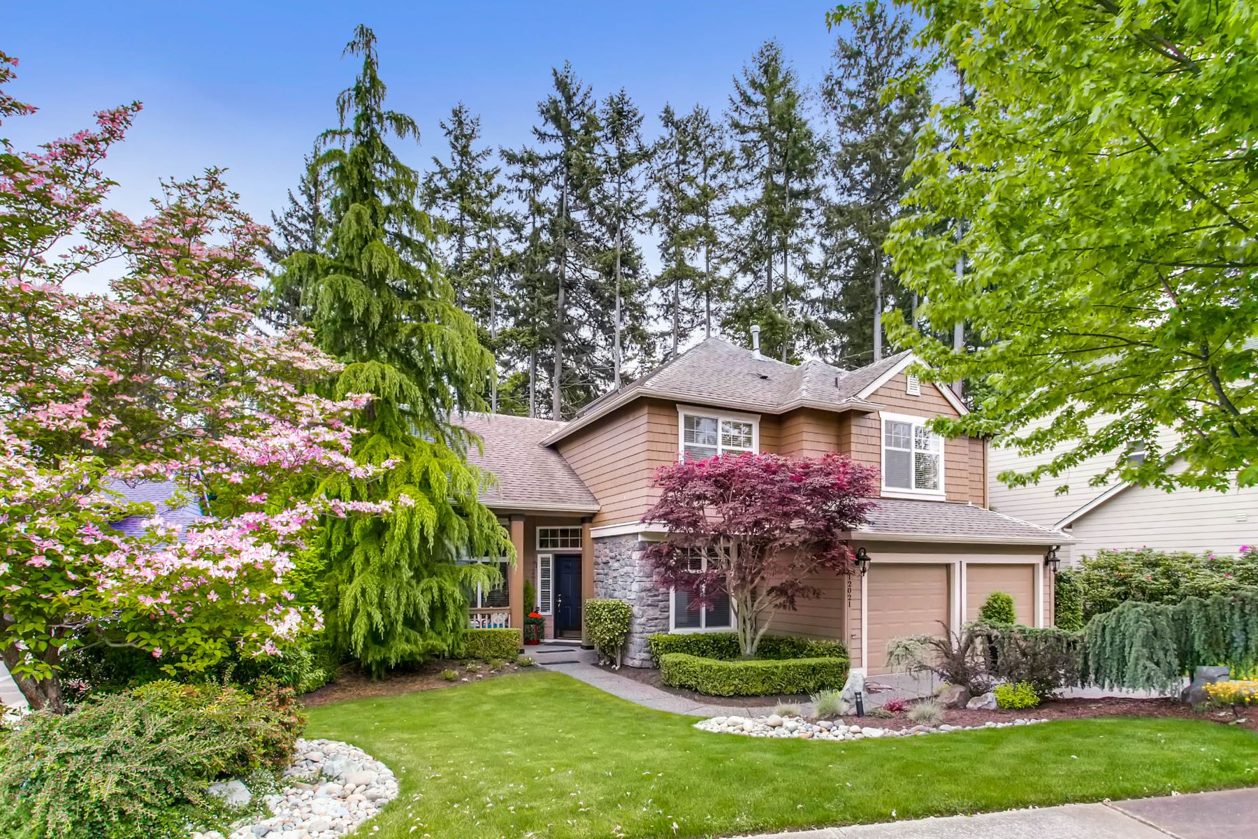 Single Family Home for Sale at Immaculate Mukilteo Golf Estate 12021 Clubhouse Lane Mukilteo, Washington 98275 United States