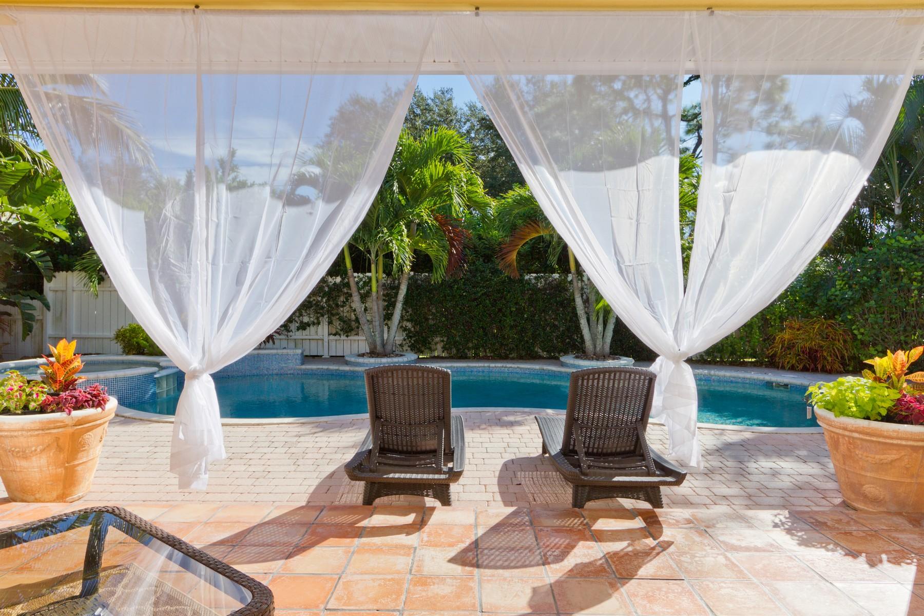 独户住宅 为 销售 在 Feel the Breeze and Be at Ease in your Own Private Resort Like Pool Oasis! 430 34th Avenue 维罗海滩, 佛罗里达州 32968 美国