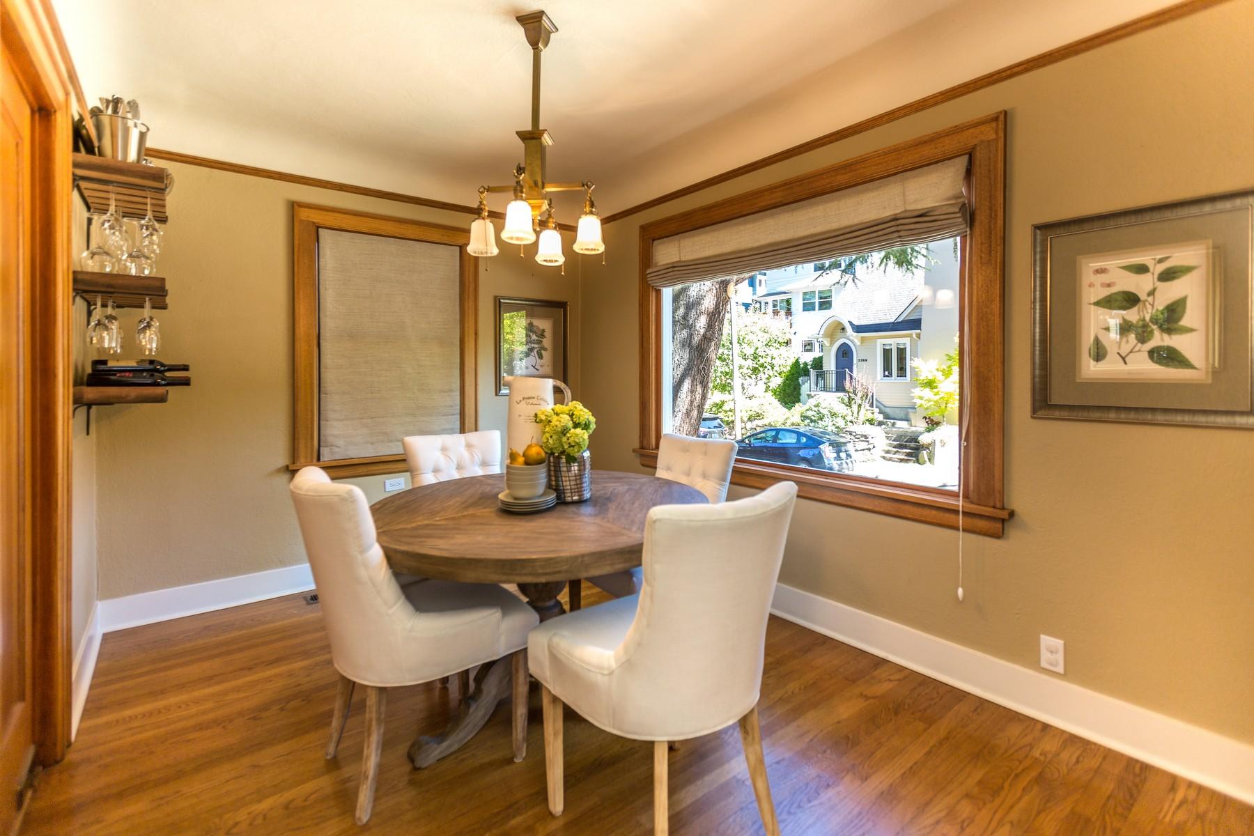 Additional photo for property listing at Classic Montlake Tudor 2271 E Howe St Seattle, Вашингтон 98112 Соединенные Штаты