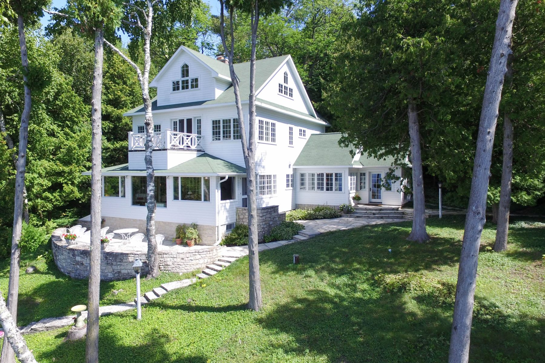 Single Family Homes のために 売買 アット Door County Retreat in Sister Bay 11323 Beach Road, Sister Bay, ウィスコンシン 54234 アメリカ