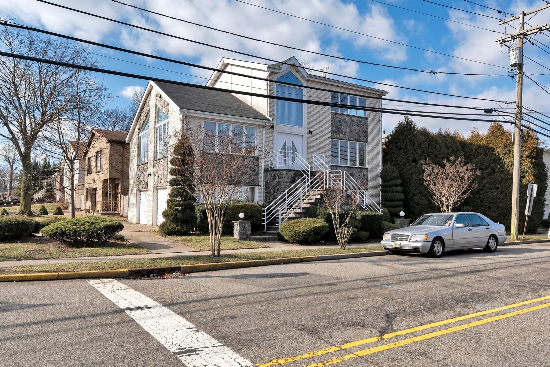 Частный односемейный дом для того Продажа на 430 Brinkerhoff Avenue Fort Lee, Нью-Джерси 07024 Соединенные Штаты