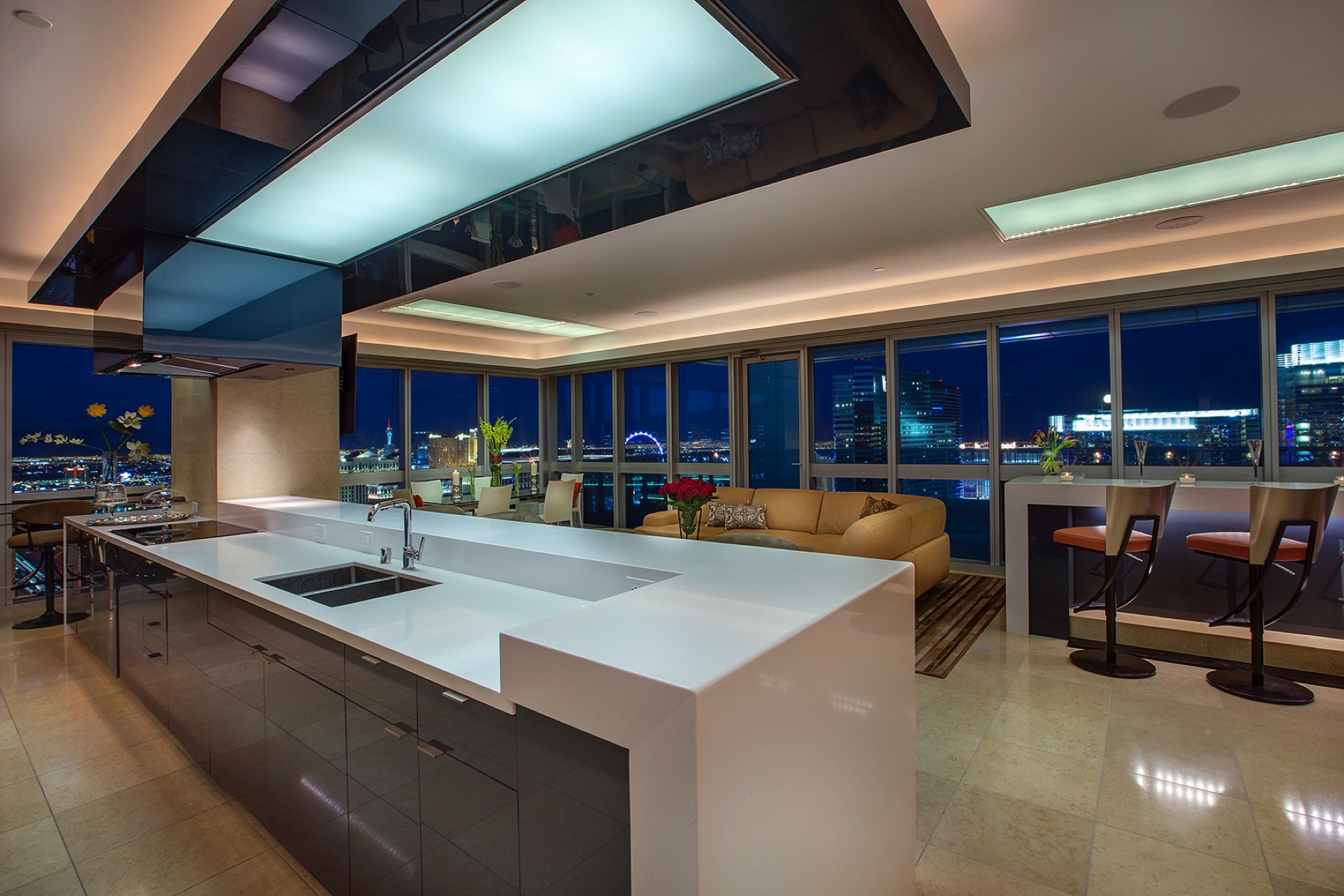 Casa Unifamiliar por un Venta en The Sky-Estate Penthouse at The Martin, Las Vegas 4471 Dean Martin Dr, 4308 Las Vegas, Nevada, 89103 Estados UnidosEn/Alrededor: Las Vegas