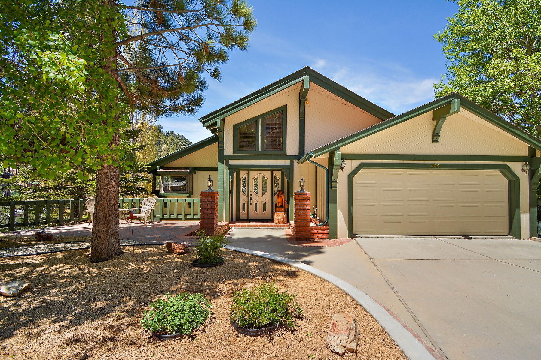 Single Family Homes for Sale at 609 Cove, Big Bear Lake, California, 92315 609 Cove Big Bear Lake, California 92315 United States