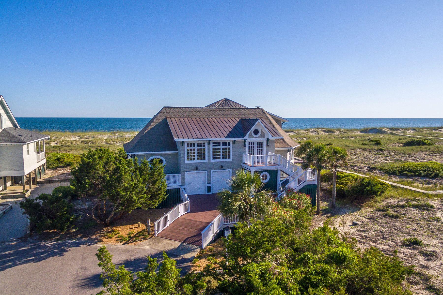 Single Family Homes por un Venta en Elegant Ocean Front Home 6 Inverness Court, Bald Head Island, Carolina Del Norte 28461 Estados Unidos