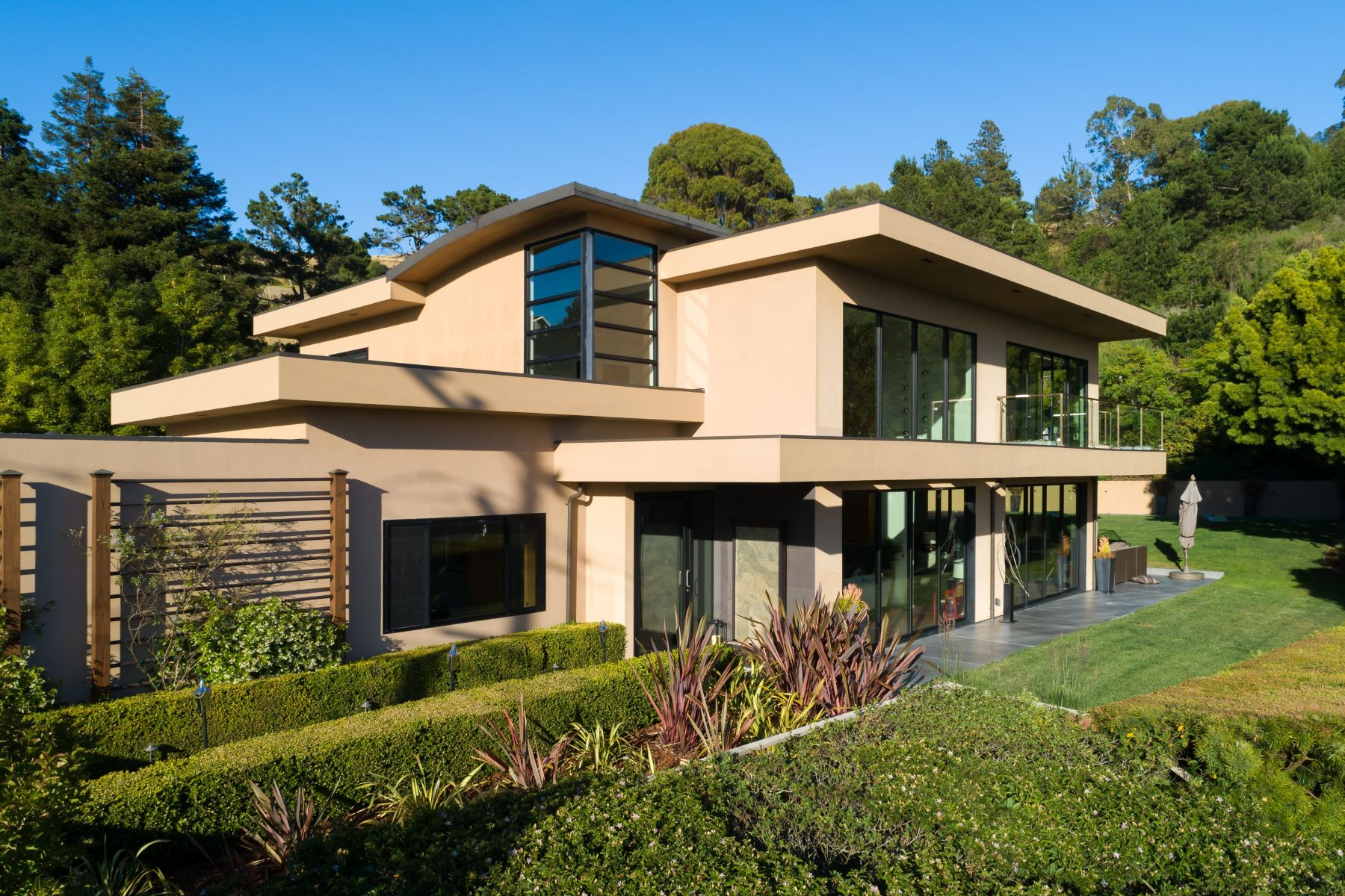 Single Family Homes for Sale at Contemporary Tiburon! 166 Rock Hill Drive, Tiburon, California 94920 United States
