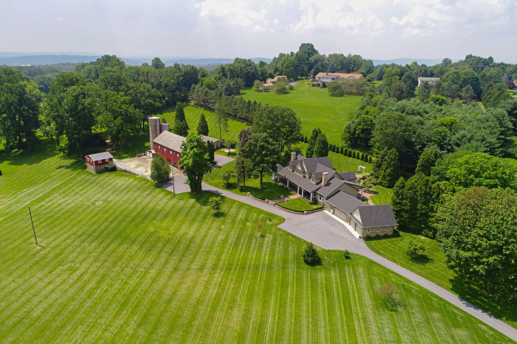 Single Family Home for Sale at 185 Golf Road 185 Golf Road Reinholds, Pennsylvania 17569 United States