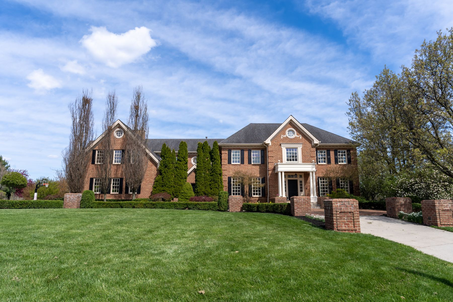 Single Family Homes 为 销售 在 6863 Temperance Point Place Westerville, 俄亥俄州 43081 美国