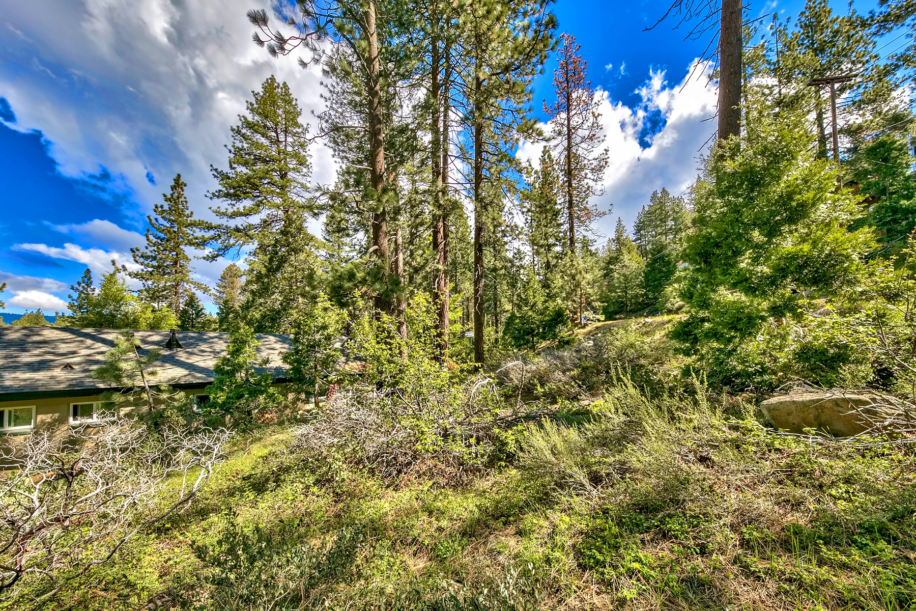 Additional photo for property listing at 8945 North Lake Blvd./Beaver Street, Kings Beach, CA 96143 8945 North Lake Blvd./Beaver Street Kings Beach, California 96143 United States