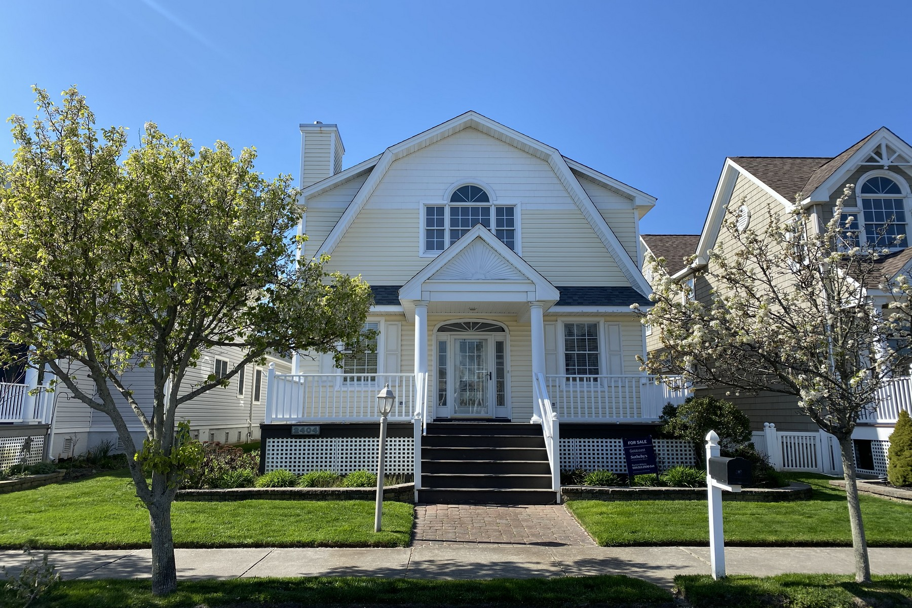 Single Family Homes for Sale at Immaculate Two Story Home 2404 Haven Ave Ocean City, New Jersey 08226 United States