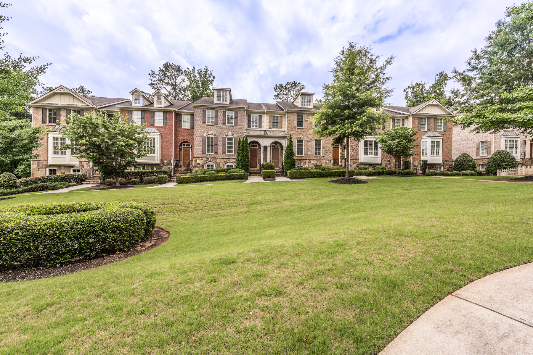 Single Family Home for Sale at Beautiful Townhome in Historic Marietta 875 Mountain View Terrace NW Marietta, Georgia 30064 United States