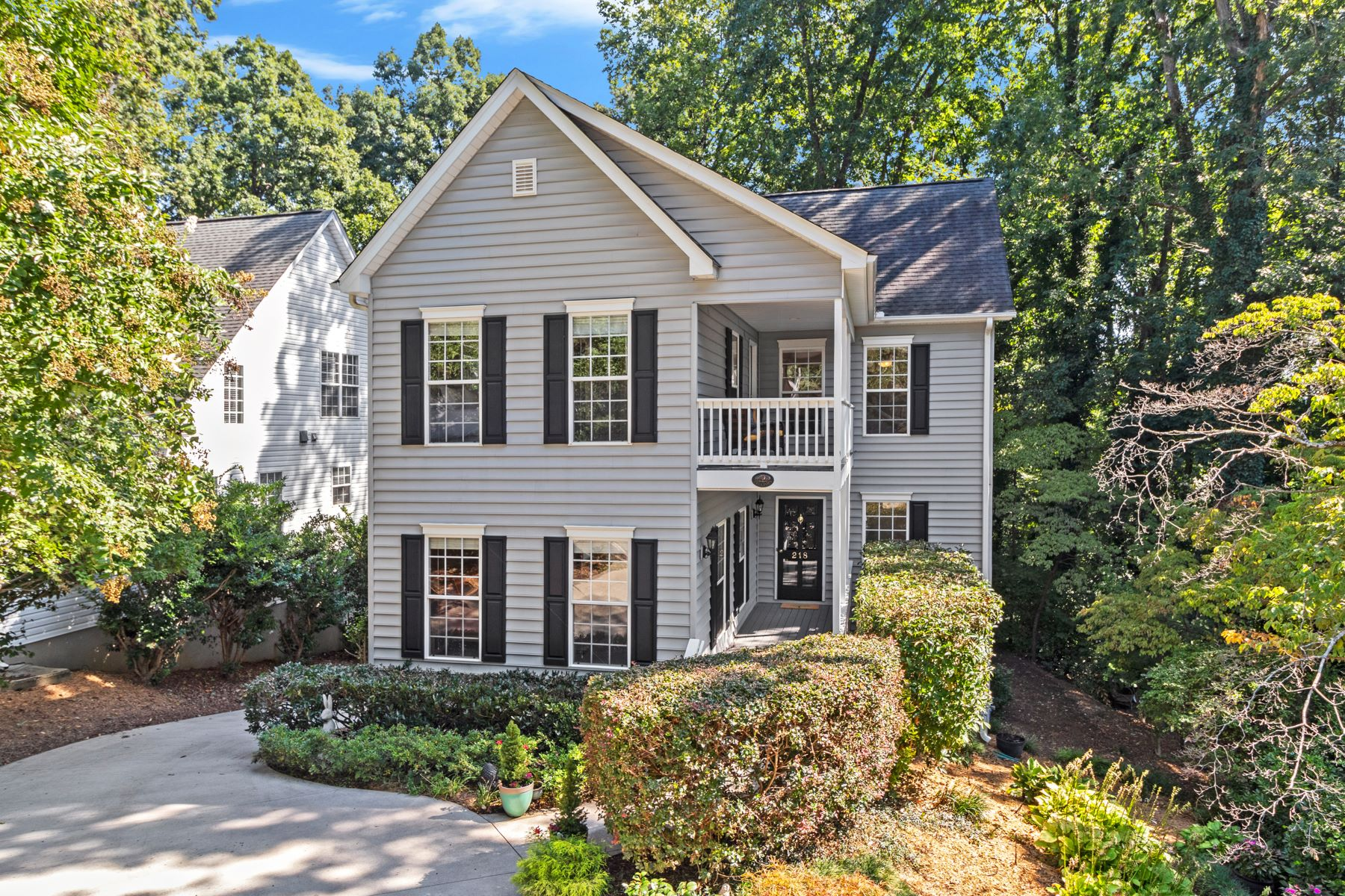 Single Family Homes のために 売買 アット Charlestonian Charm in Augusta Road Area 218 East Augusta Place, Greenville, サウスカロライナ 29605 アメリカ