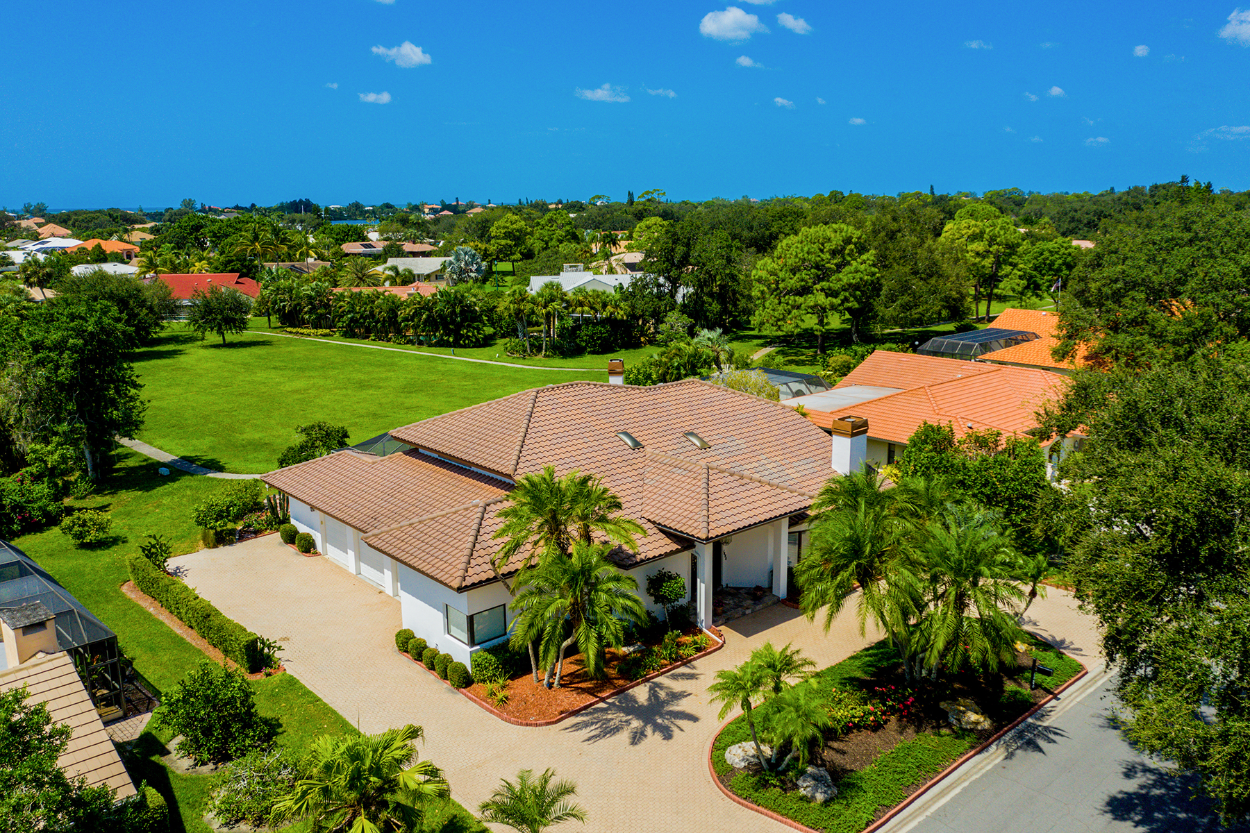 Single Family Homes for Sale at SOUTH YACHT & RACQUET CLUB 1484 Seafarer Dr, Osprey, Florida 34229 United States