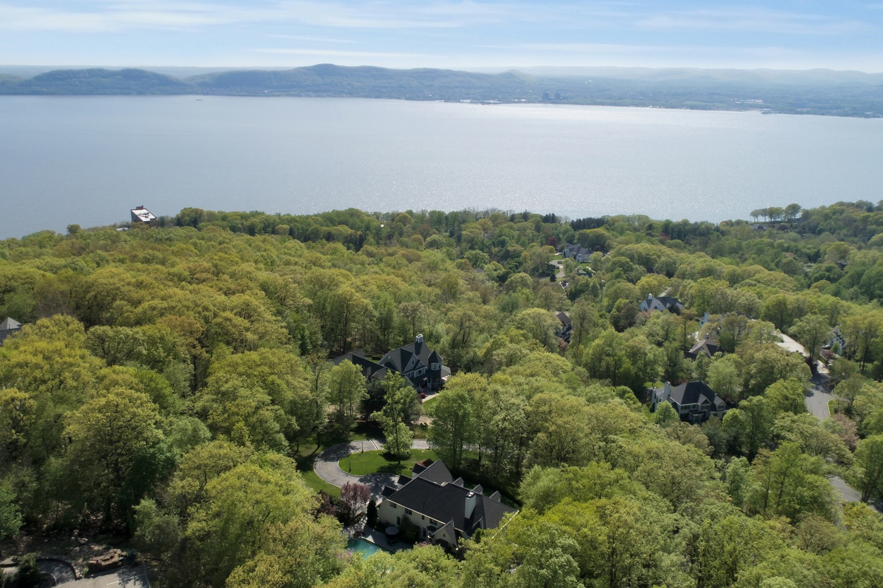 Maison unifamiliale pour l Vente à Luxury and River Views 21 Arrowcrest Drive Croton On Hudson, New York 10520 États-Unis