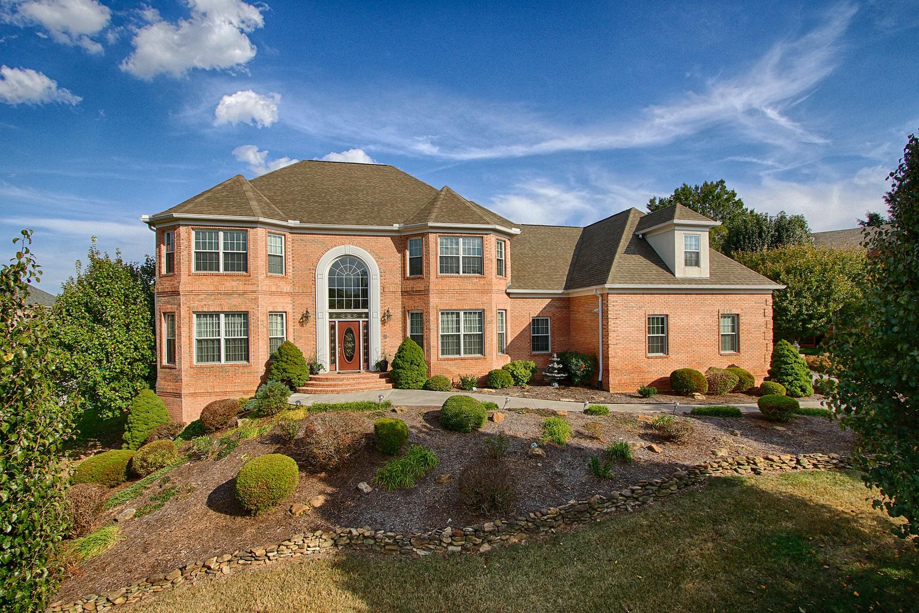 Vivienda unifamiliar por un Venta en Custom, All Brick Home 804 Lindenhall Circle Knoxville, Tennessee, 37934 Estados Unidos