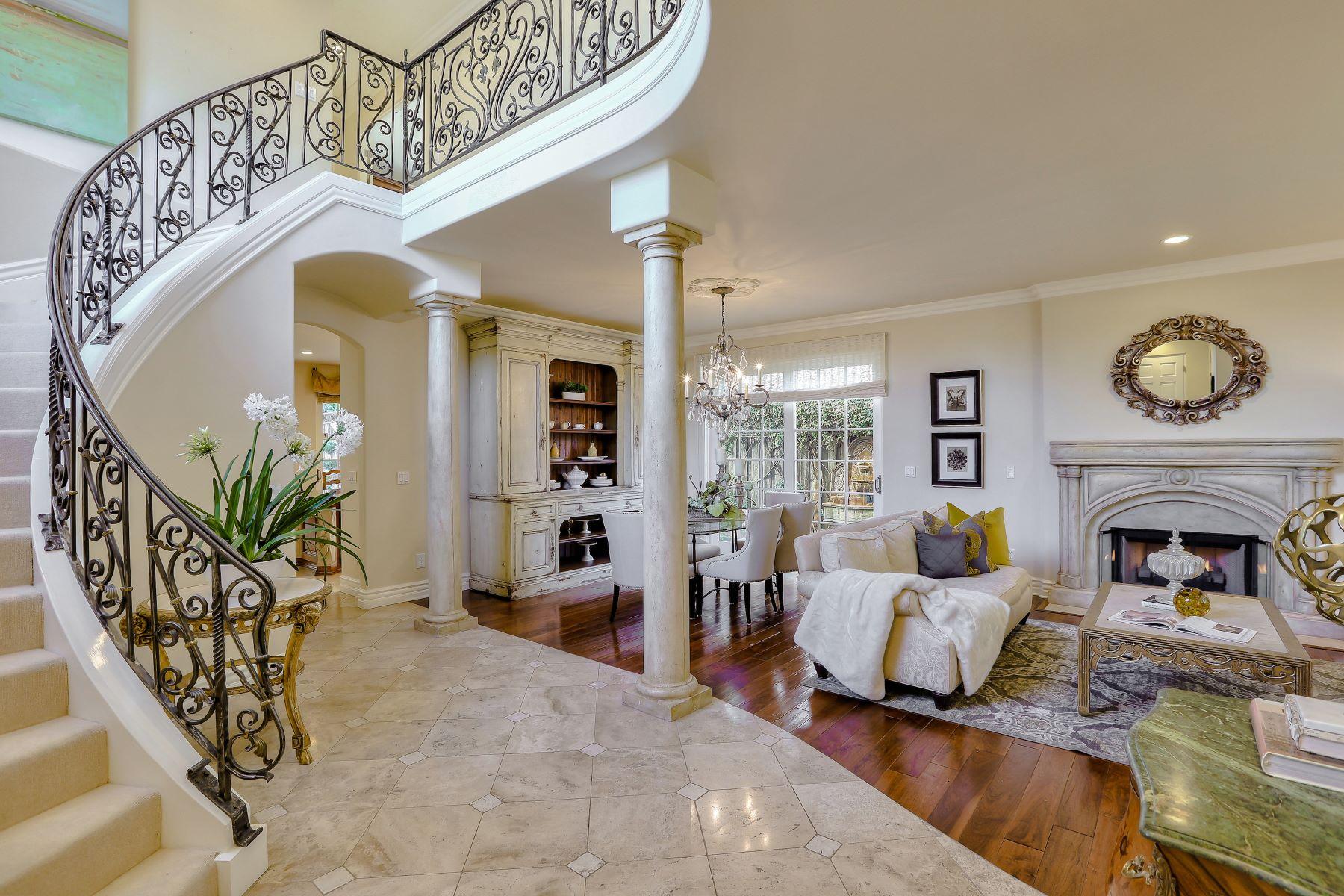 Single Family Homes para Venda às Beautiful Downtown Los Gatos Home! 123 Loma Alta Avenue, Los Gatos, Califórnia 95030 Estados Unidos