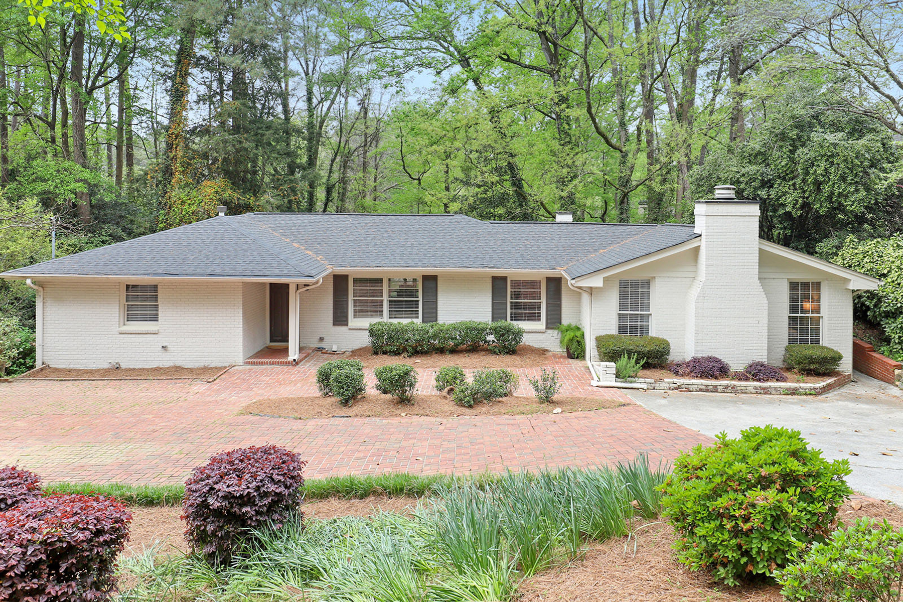 Single Family Homes 为 销售 在 Renovated North Buckhead Home 4142 Haverhill Drive 亚特兰大, 乔治亚州 30342 美国