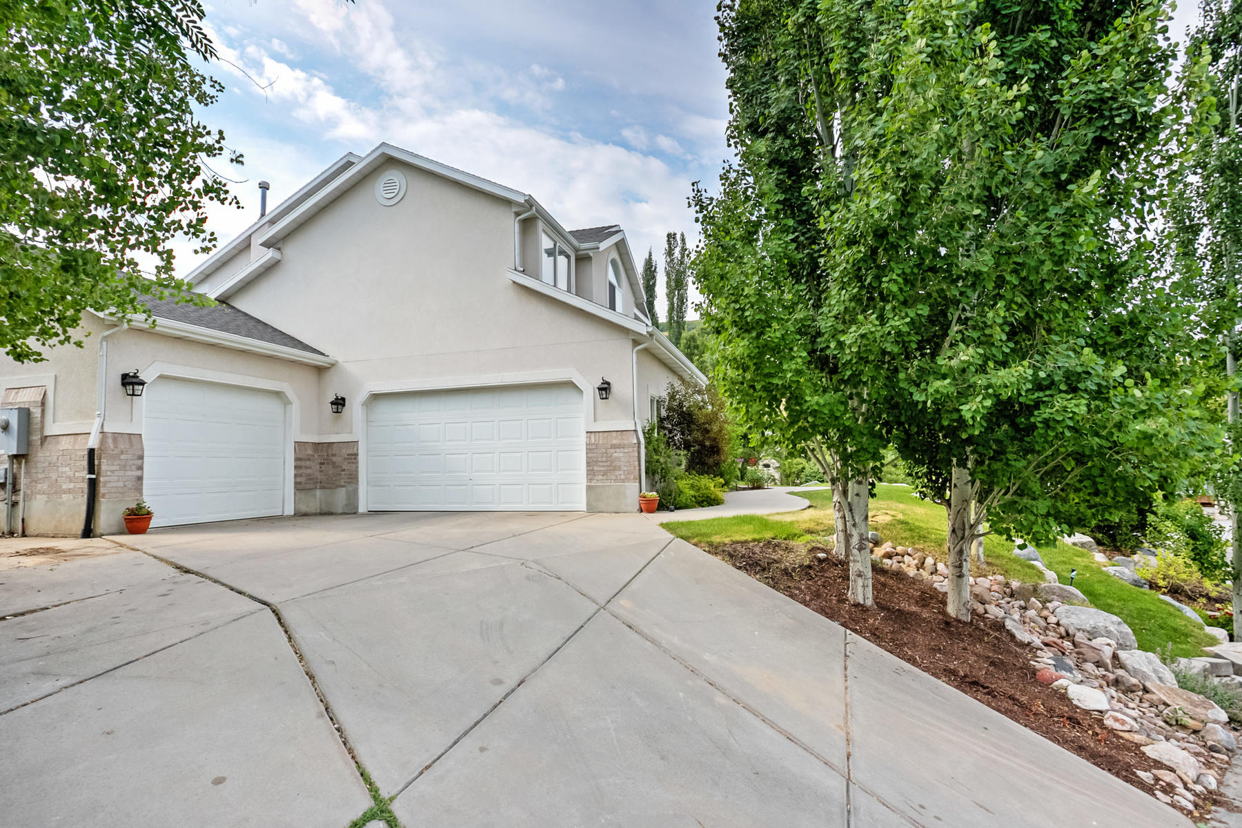 Additional photo for property listing at Cute Two Story In North Salt Lake's Eaglewood Cove 1154 Woodcrest Ln North Salt Lake, Utah 84054 États-Unis