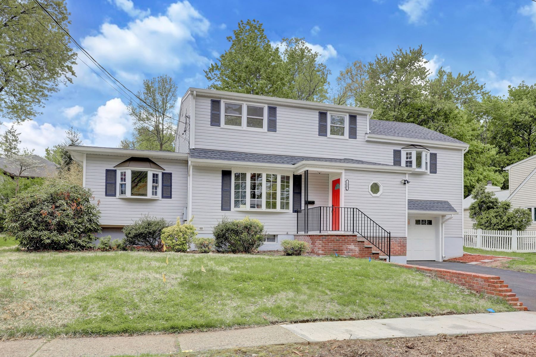 Single Family Homes for Sale at Beautiful & Bright 125 Pascack Ave Emerson, New Jersey 07630 United States