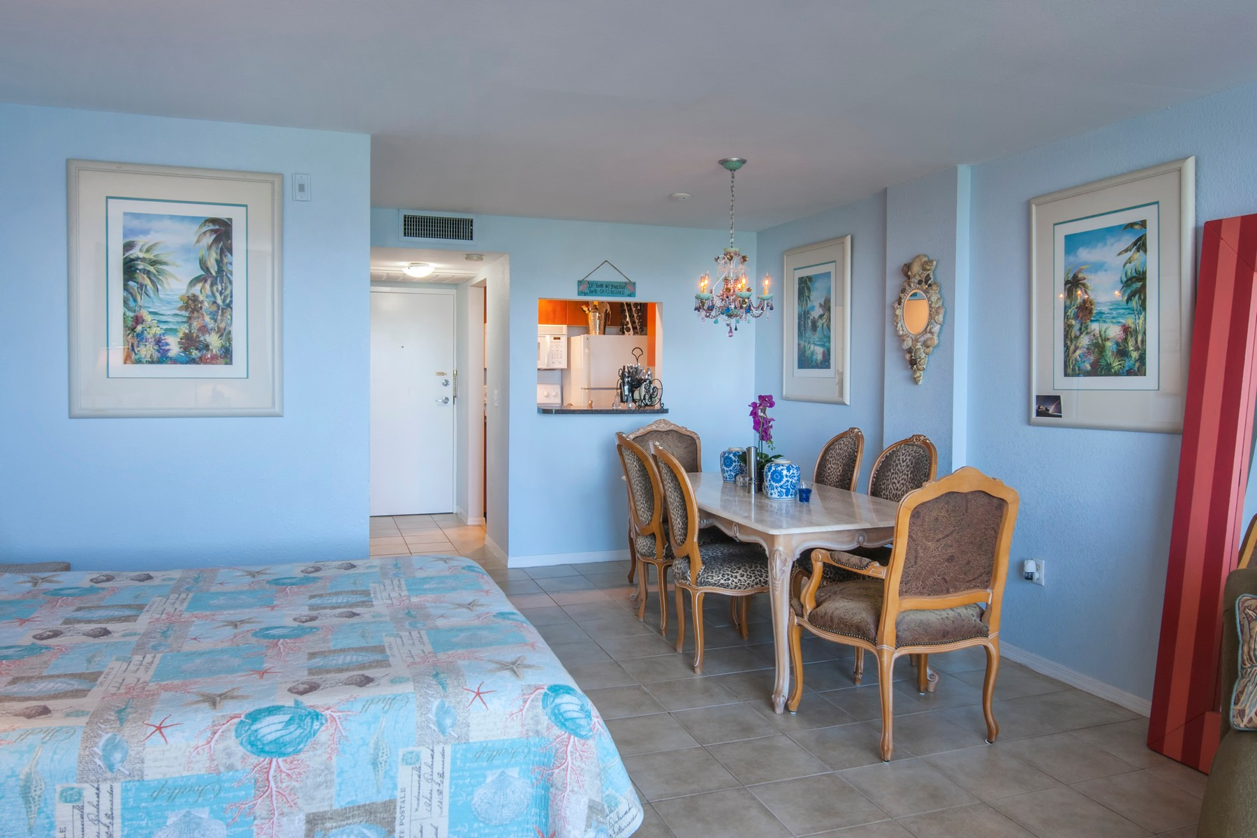 Additional photo for property listing at Island Hideaway with Relaxed Ambiance & Private Gated Beach Access 2560 S Ocean Boulevard Unit 612 Palm Beach, Florida 33480 United States