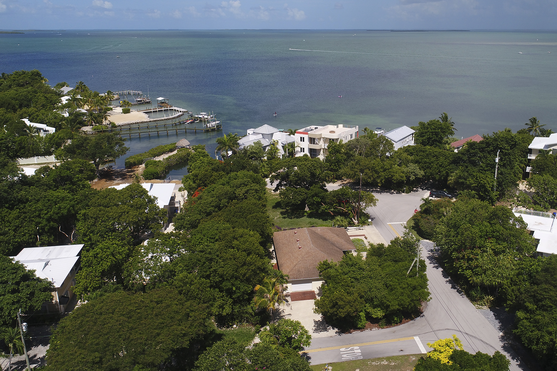 Additional photo for property listing at Desirable  Location 143 S Rolling Hill Road Islamorada, Florida 33070 Estados Unidos