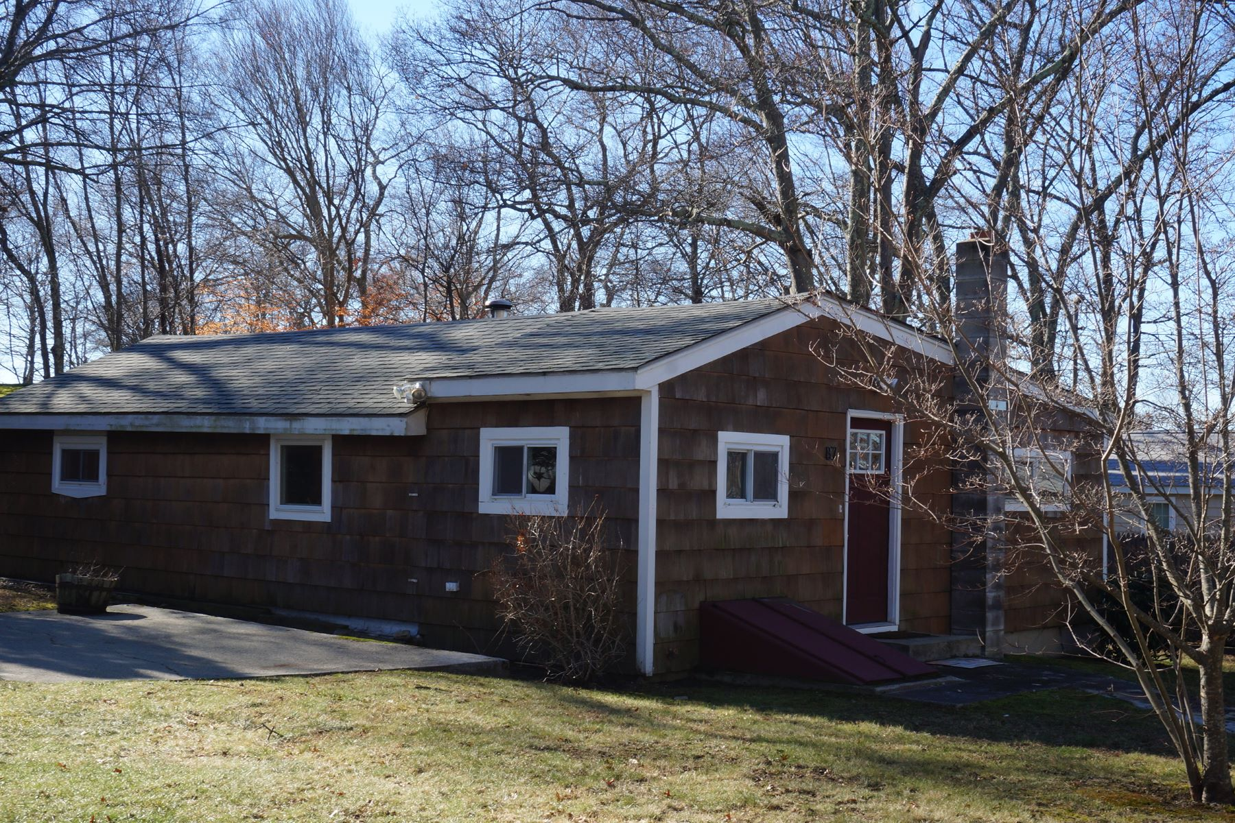 Single Family Home for Sale at Stafford Pond Cottage 87 Forand Lane Tiverton, Rhode Island 02878 United States