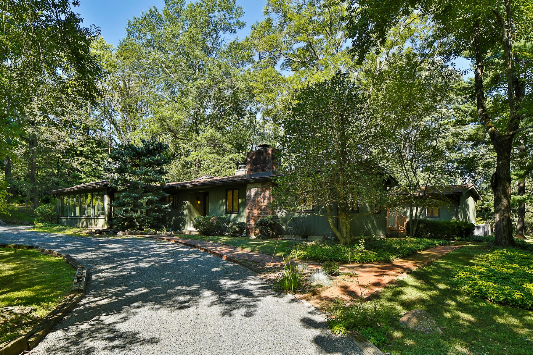 Additional photo for property listing at One Level Living in Princeton Rental 559 Drakes Corner Road, Princeton, New Jersey 08540 United States