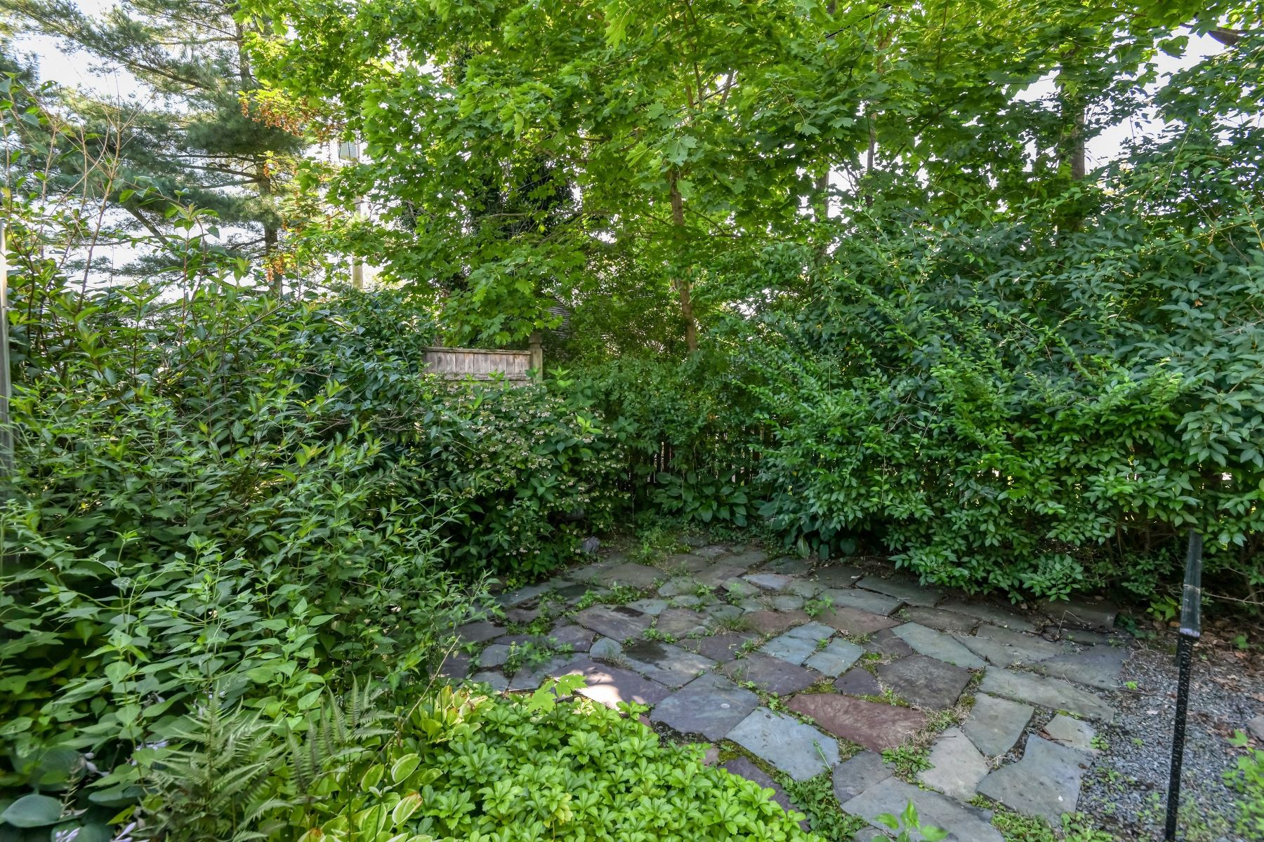 Additional photo for property listing at Easton's Beach Cottage 1 Cliff Terrace Newport, Rhode Island 02840 United States
