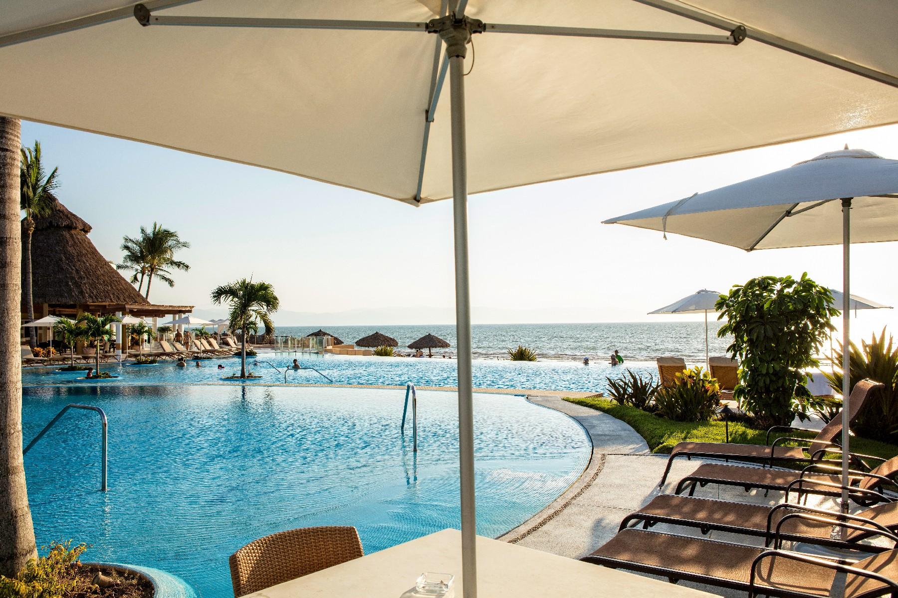 Condominiums 용 매매 에 Luxury Apartment at Nuevo Vallarta, 3 BR 444 Torre 4 Paseo de los Cocoteros 686 Pte. Puerto Vallarta, Jalisco 63732 멕시코
