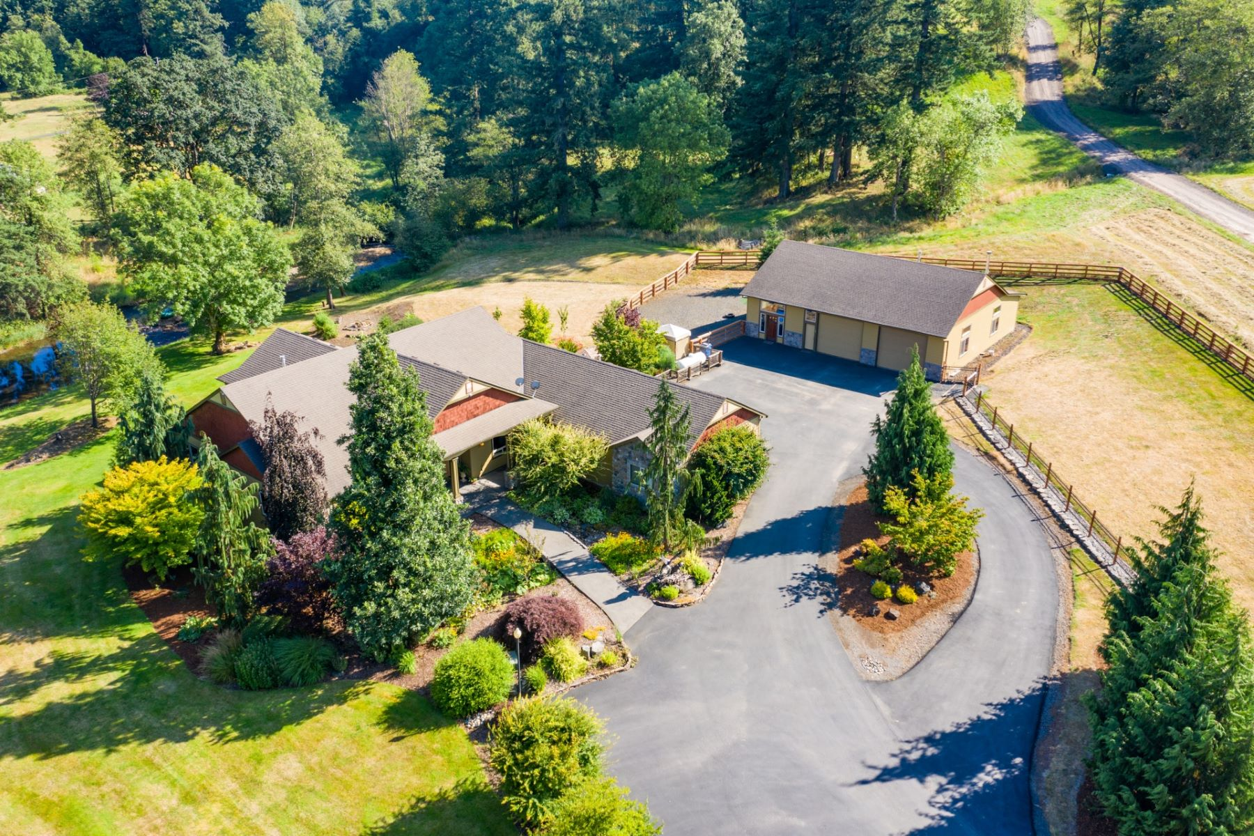 Single Family Homes por un Venta en Private and Gated Riverfront Estate 202 SE Blair Road Washougal, Washington 98671 Estados Unidos