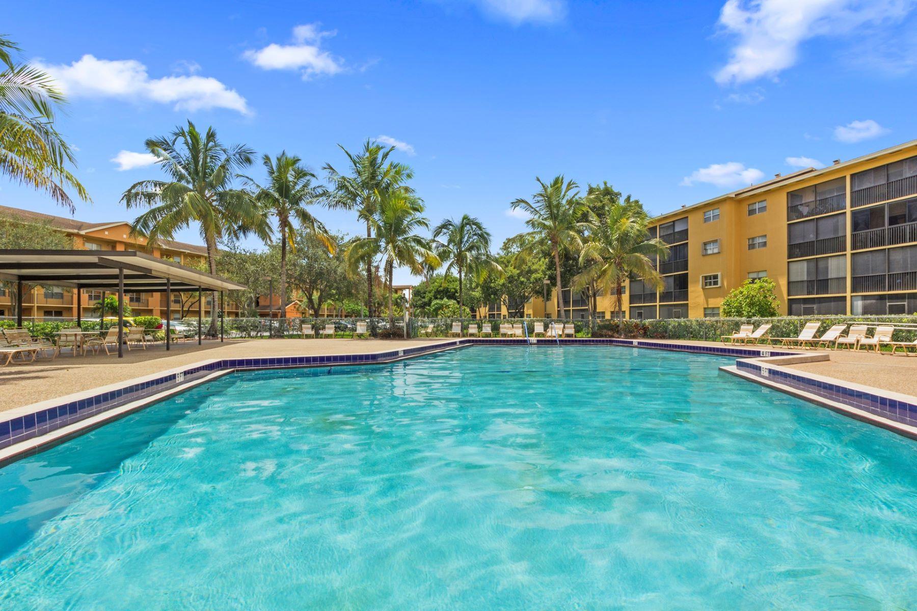 コンドミニアム のために 売買 アット 13800 SW 5 CT 13800 SW 5 CT # 101-M Pembroke Pines, フロリダ, 33027 アメリカ合衆国