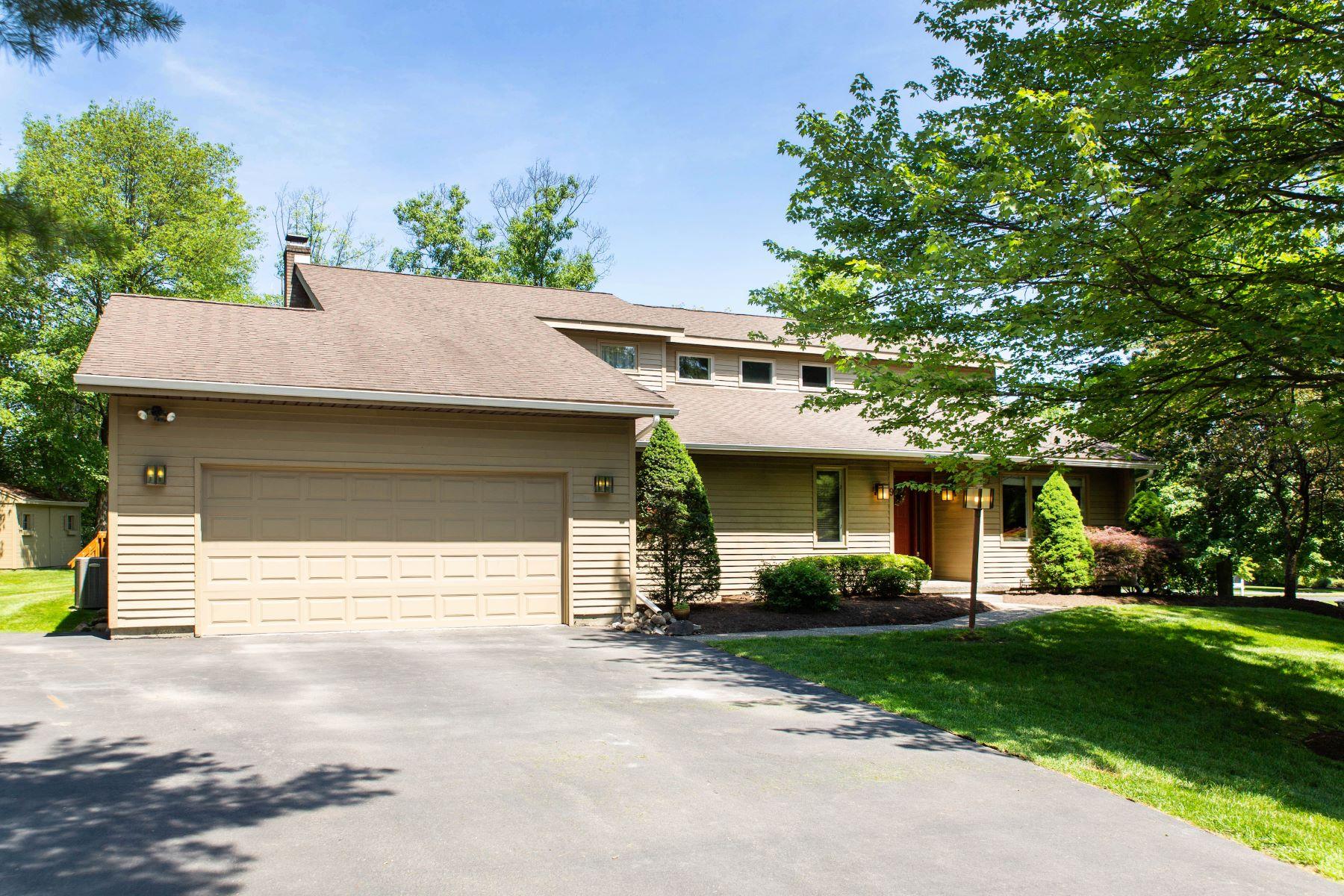 Single Family Homes for Active at Spacious Home On Corner Lot 9 Gloria Lane Niskayuna, New York 12309 United States