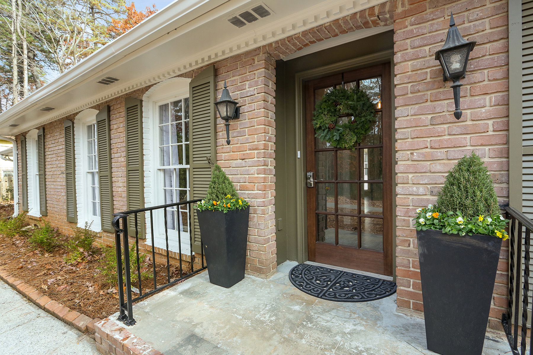 Additional photo for property listing at Completely Renovated Ranch Charmer in Prime Dunwoody North Neighborhood! 2743 Laurelwood Rd Atlanta, Georgia 30306 United States