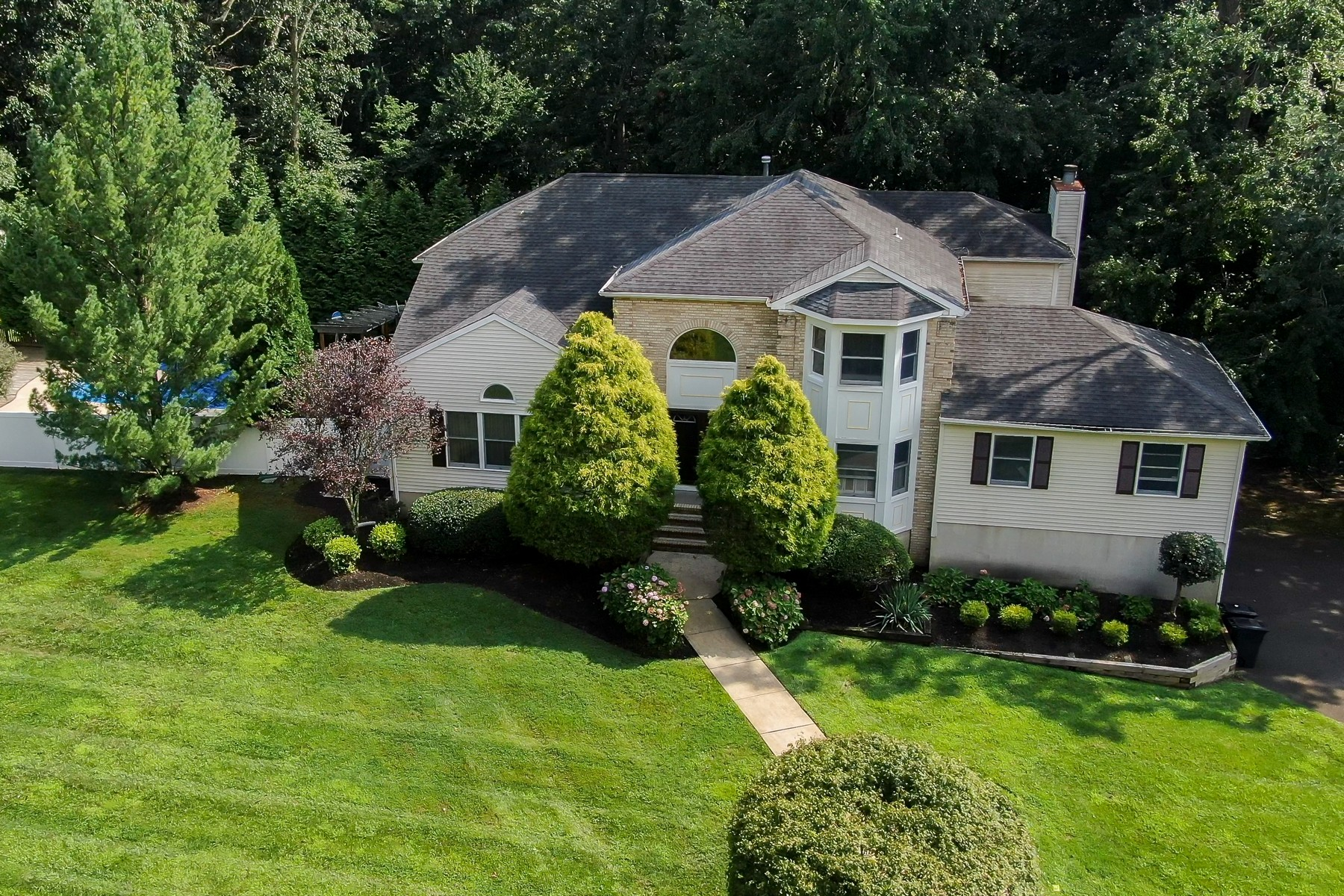 Single Family Homes for Active at Peace and Privacy in a Prime Location! 4 Tall Oaks Court Farmingdale, New Jersey 07727 United States