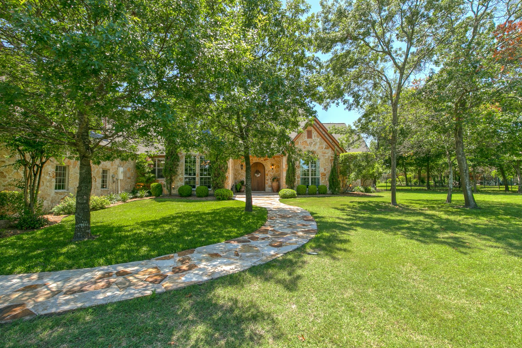 Single Family Homes for Sale at 1421 Oaklawn Lane Aledo, Texas 76008 United States