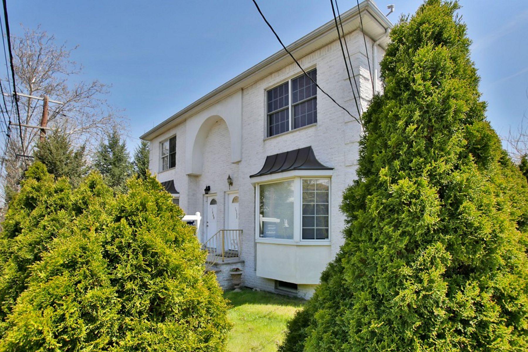 联栋屋 为 销售 在 Well Maintained 3 Bedroom Townhouse 1598 Ann Street 李堡, 新泽西州, 07024 美国