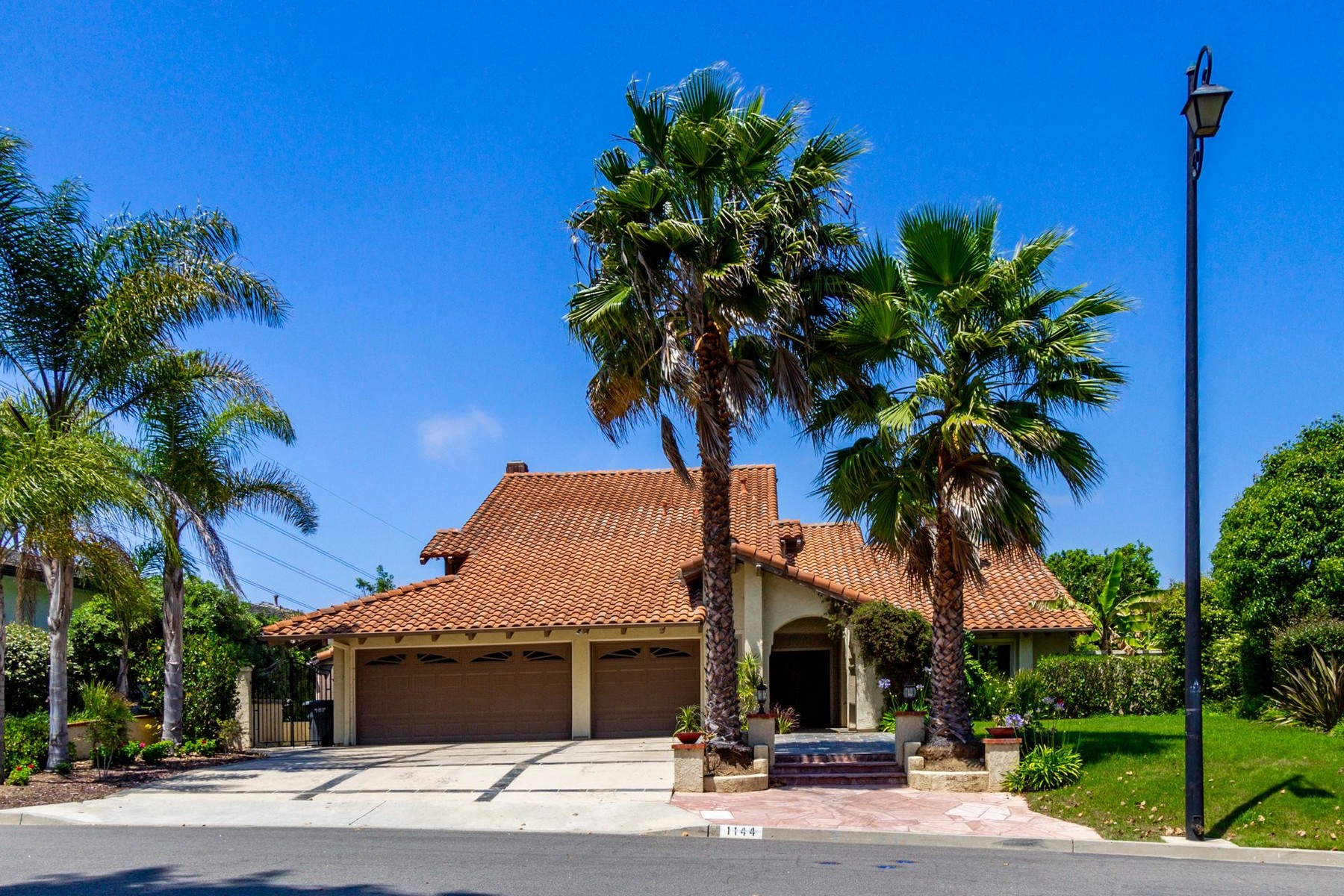 Single Family Homes for Active at 1144 Via Mil Cumbres Solana Beach, California 92075 United States