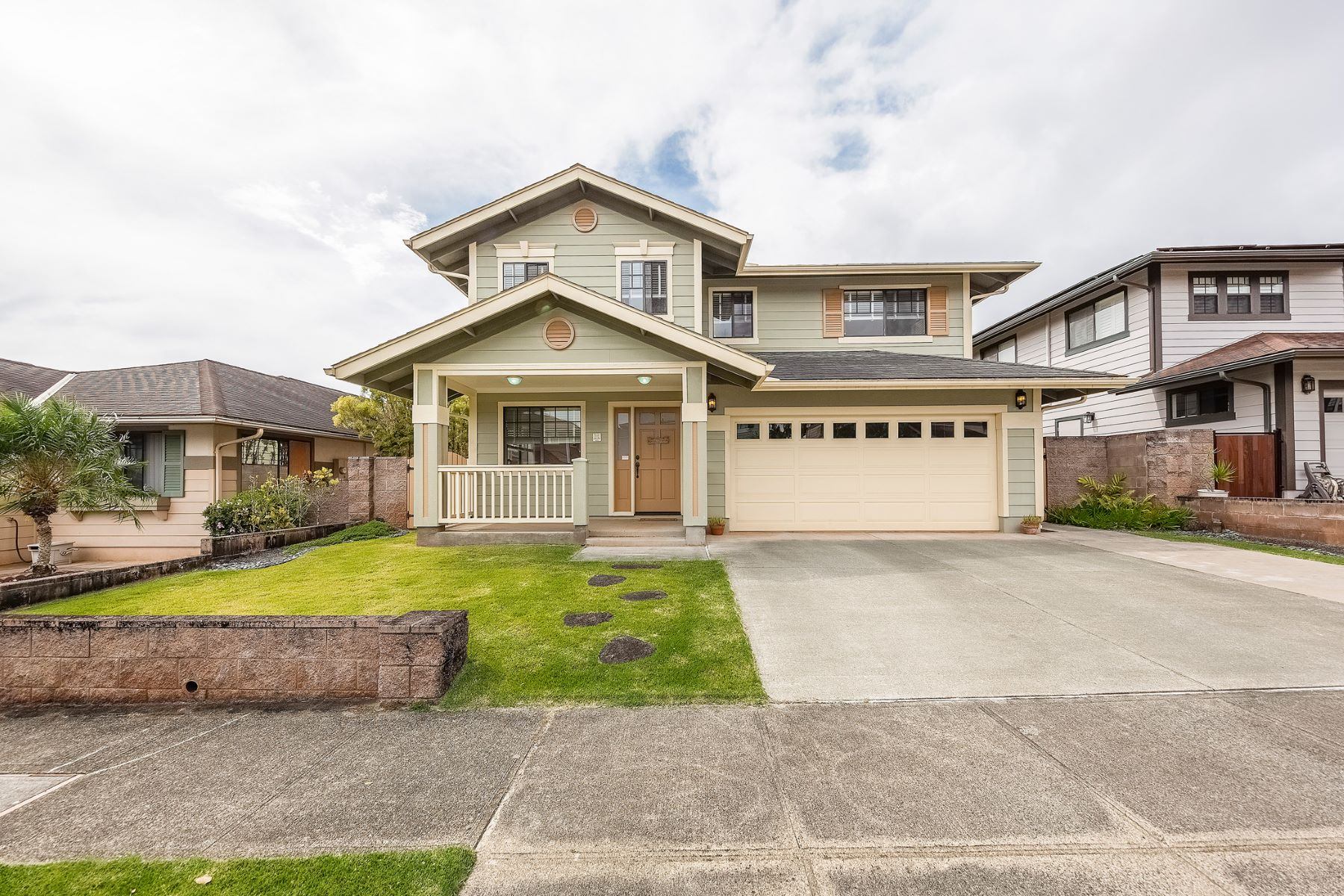 Single Family Home for Active at Single Family Home, Mililani Mauka, Mountain View 95-1060 Kihene St Mililani, Hawaii 96789 United States