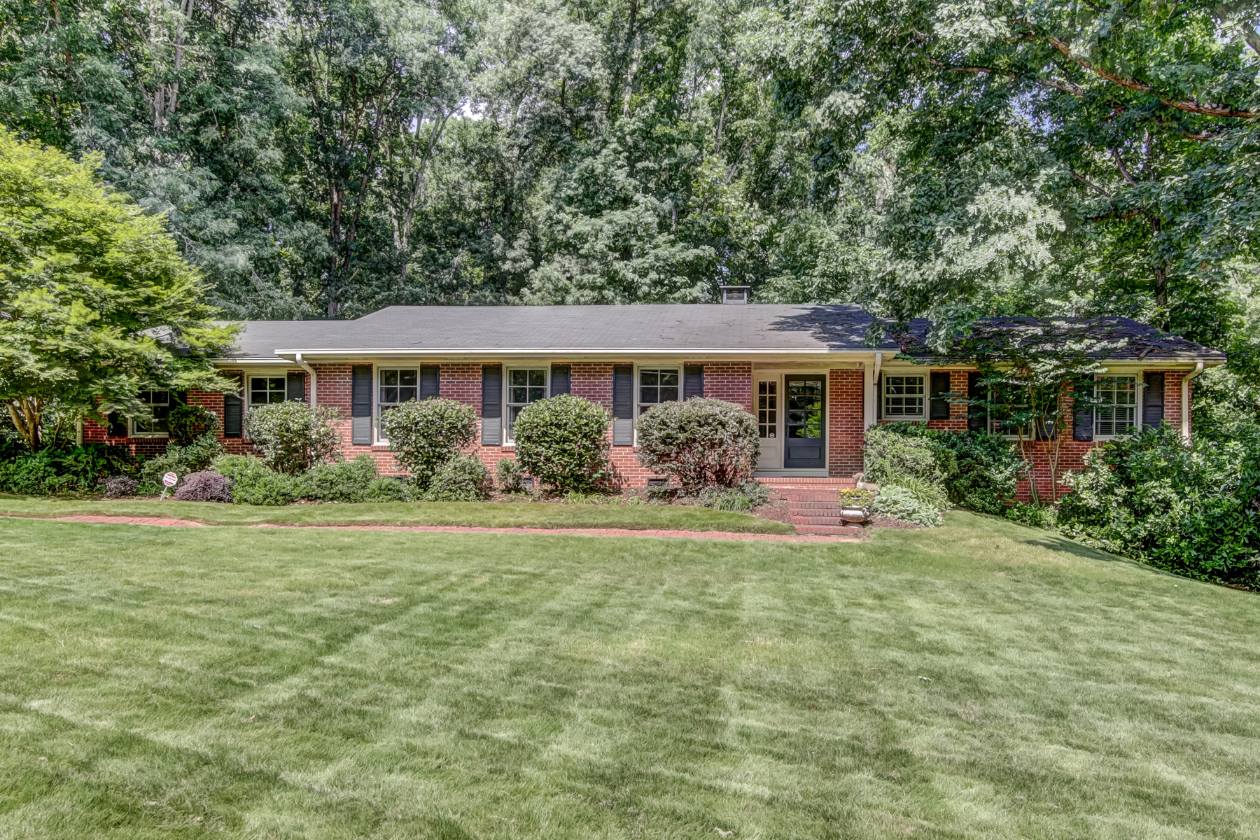 Single Family Home for Sale at Sandy Springs - Perfect 10! 6580 Williamson Dr Sandy Springs, Georgia 30328 United States
