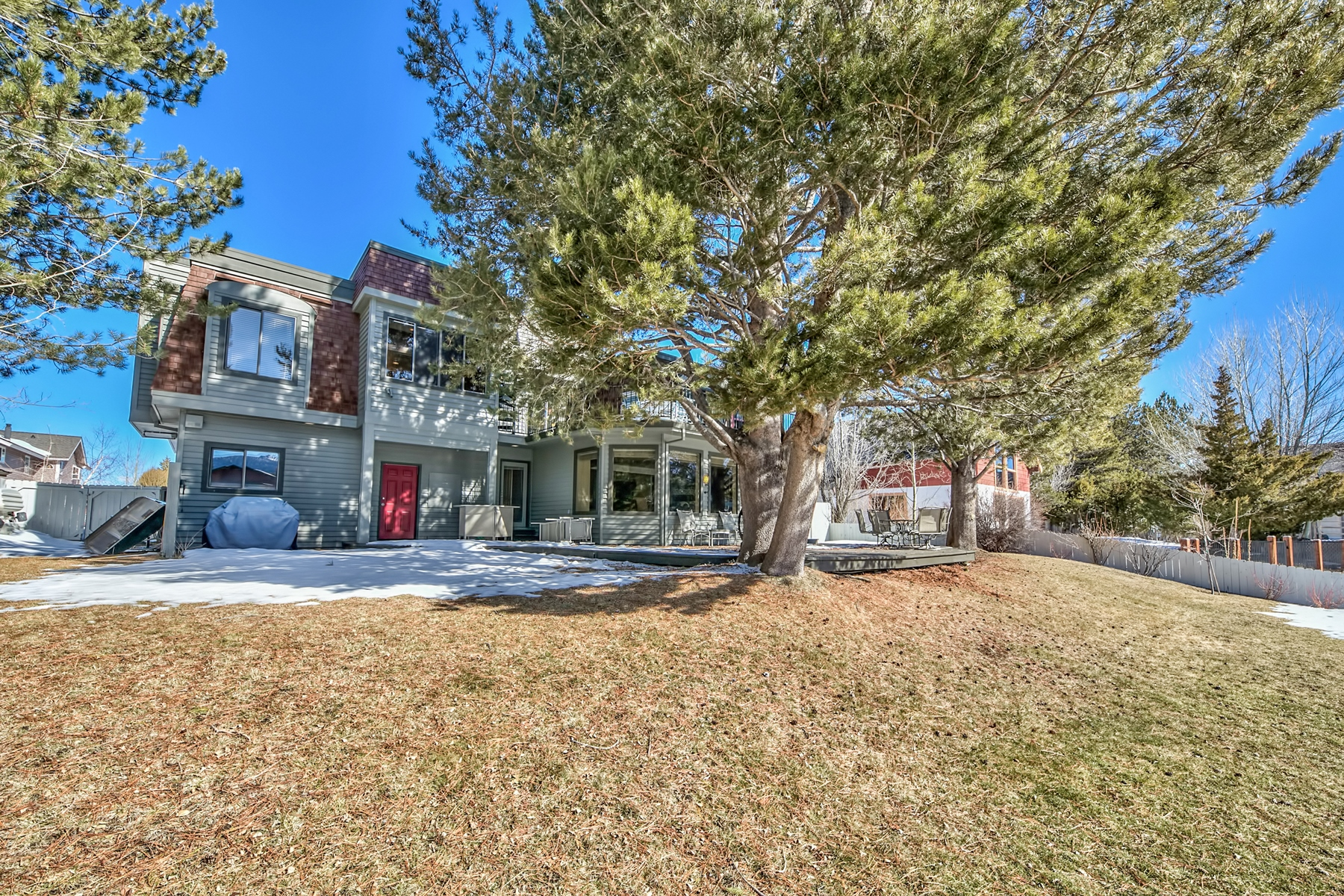 Additional photo for property listing at 2240 Balboa Drive, South Lake Tahoe CA 96150 2240 Balboa Drive South Lake Tahoe, California 96150 United States