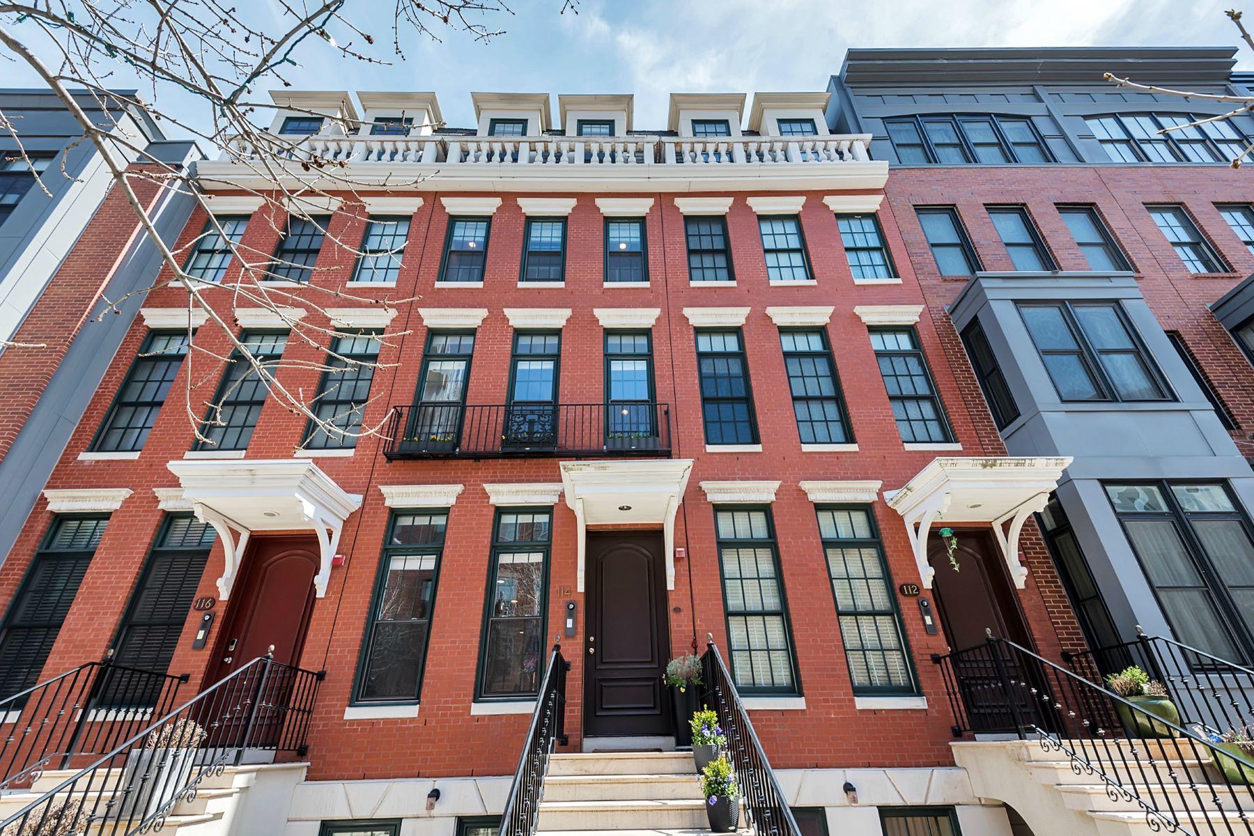 Condominio por un Venta en Magnificent Townhome 114 River Street #114 Jersey City, Nueva Jersey 07302 Estados Unidos